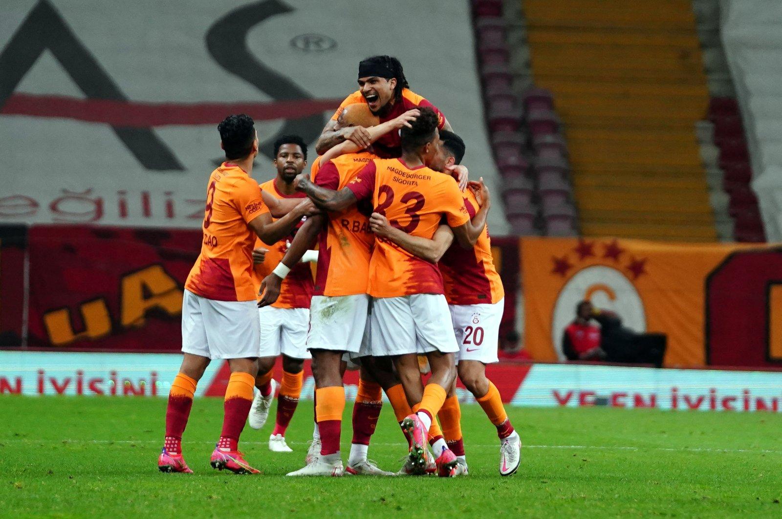 Galatasaray players celebrate their first goal in key Turkish Süper Lig title clash against leader Beşiktaş in Week 40, at the Türk Telekom Stadium in Istanbul, Turkey, May 8, 2021. (IHA Photo)