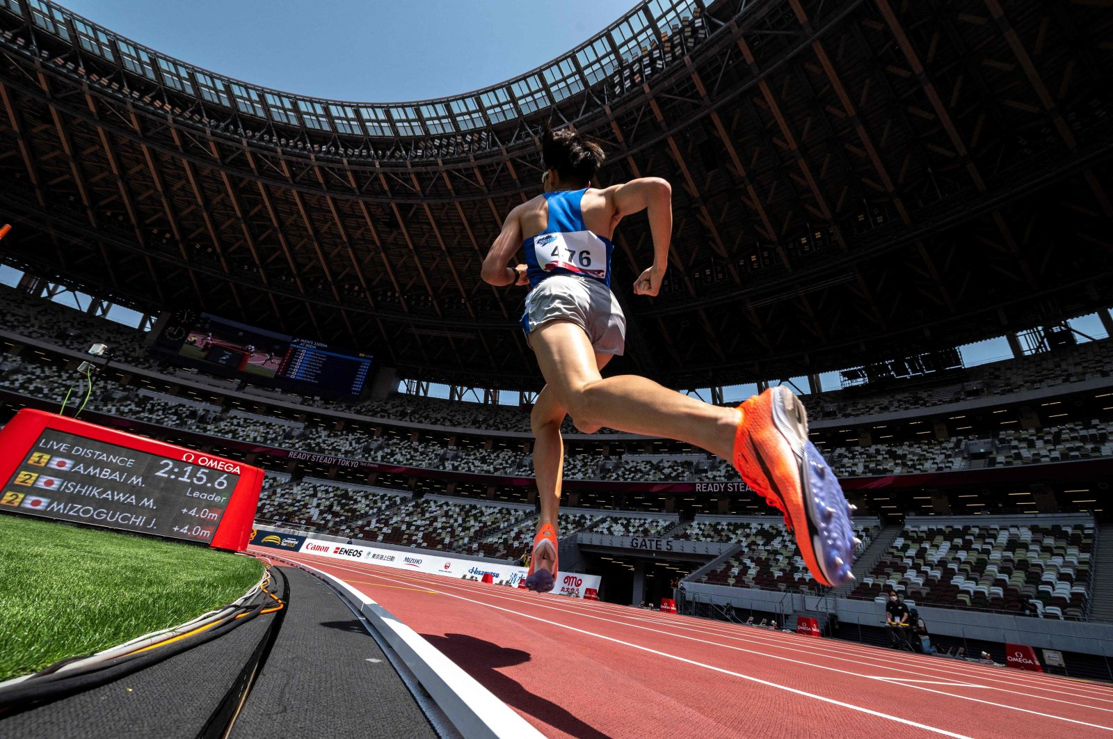 An athlete competes in the 800-meter test event for the 2020 Tokyo Olympics, in the National Stadium in Tokyo, Japan, May 9, 2021. (AFP Photo)