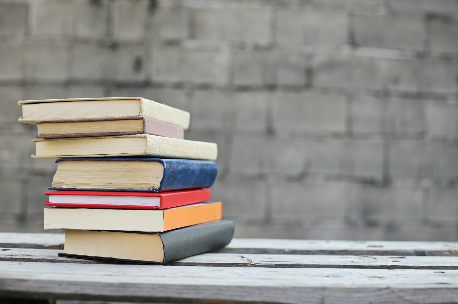 The works of prominent Turkish authors like Orhan Pamuk and Sabahattin Ali are loved around the globe. (Shutterstock Photo)