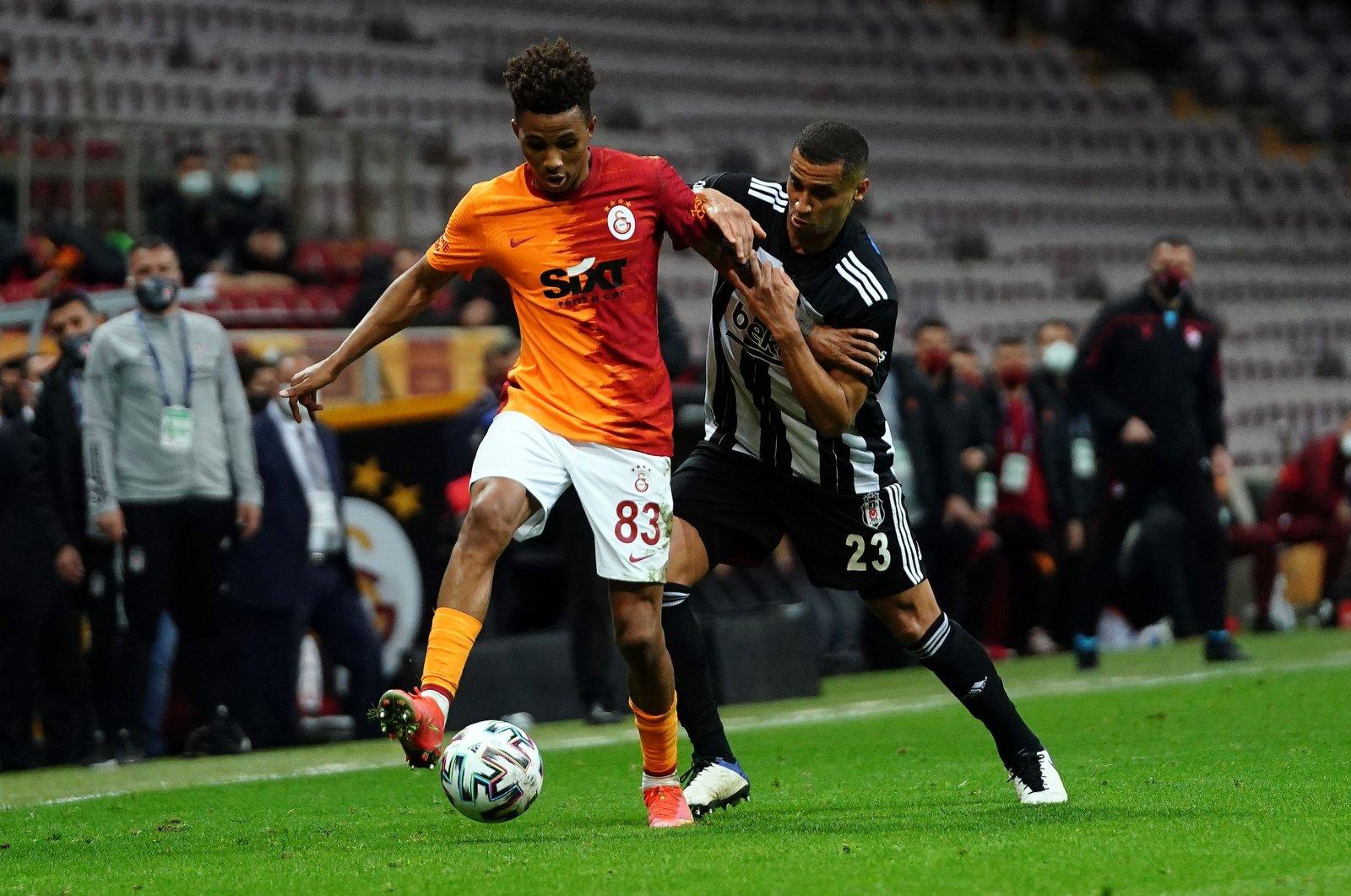 Galatasaray'sGedson Fernandes (L) and Beşiktaş'sWelinton vie for the ball during a Süper Lig match, Istanbul, Turkey, May 8, 2021. (IHA Photo)