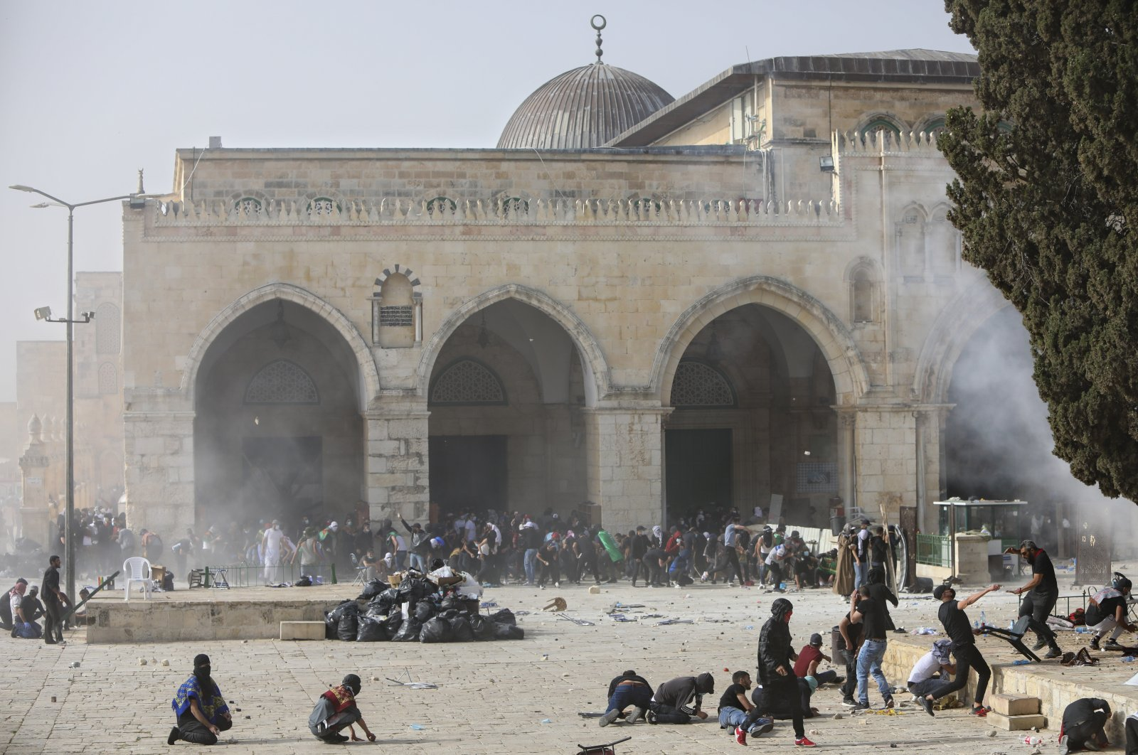 Palestinians clash with Israeli security forces at the Al-Aqsa Mosque complex in East Jerusalem's Old City, occupied Palestine, May 10, 2021. (AP Photo)