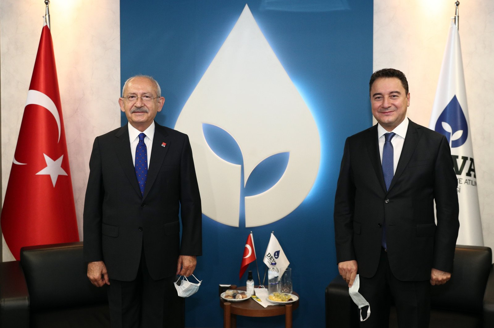 Ali Babacan (R), the former deputy prime minister and the head of the Democracy and Progress Party (DEVA), and Kemal Kılıçdaroğlu, the head of the main opposition Republican People's Party (CHP), pose during a meeting in Ankara, Turkey, Oct. 8, 2020. (AA Photo)