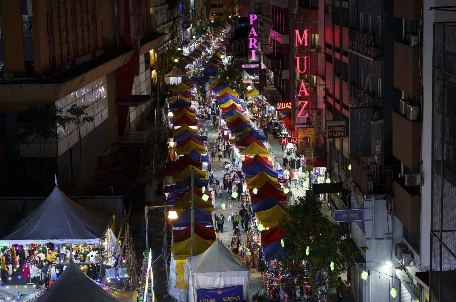 Shoppers walk through the outdoor Ramadan bazaar in Kuala Lumpur, Malaysia, April 24, 2021. (AP Photo)