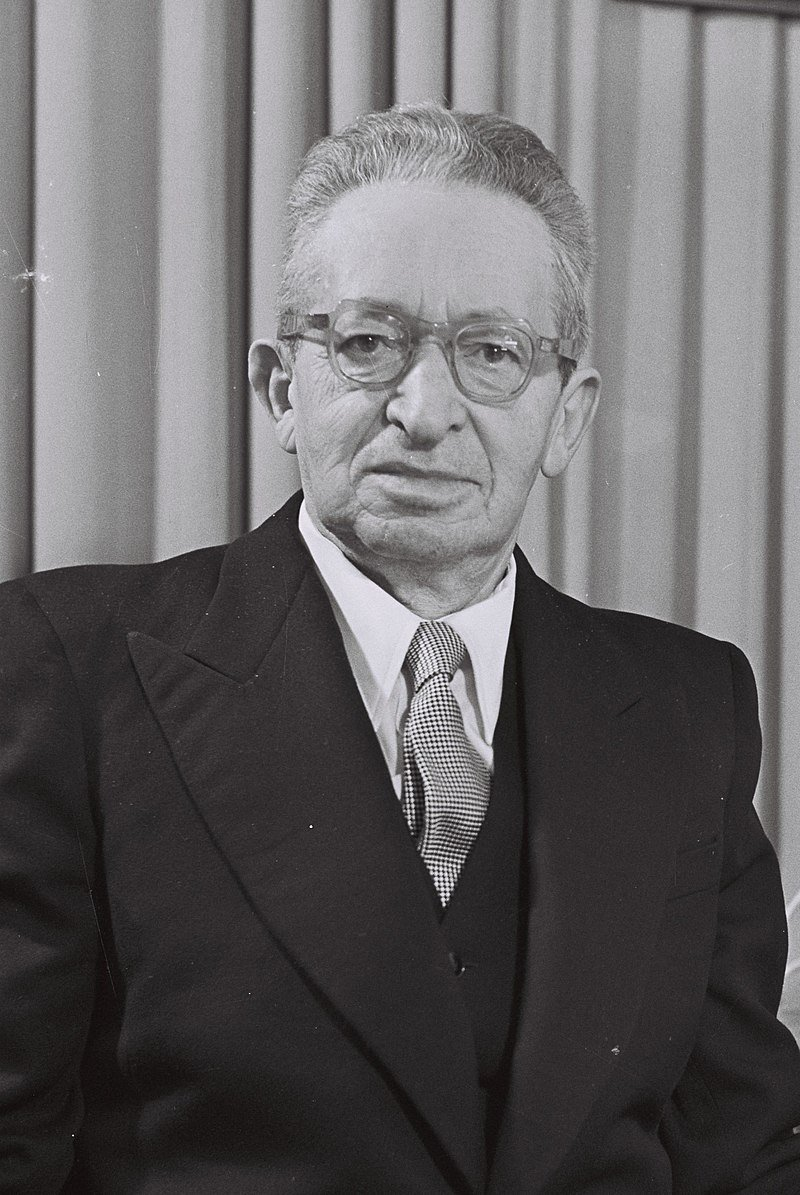 Yitzhak Ben-Zvi founded the armed organization called Hashomer with Israel Shochat in 1909.