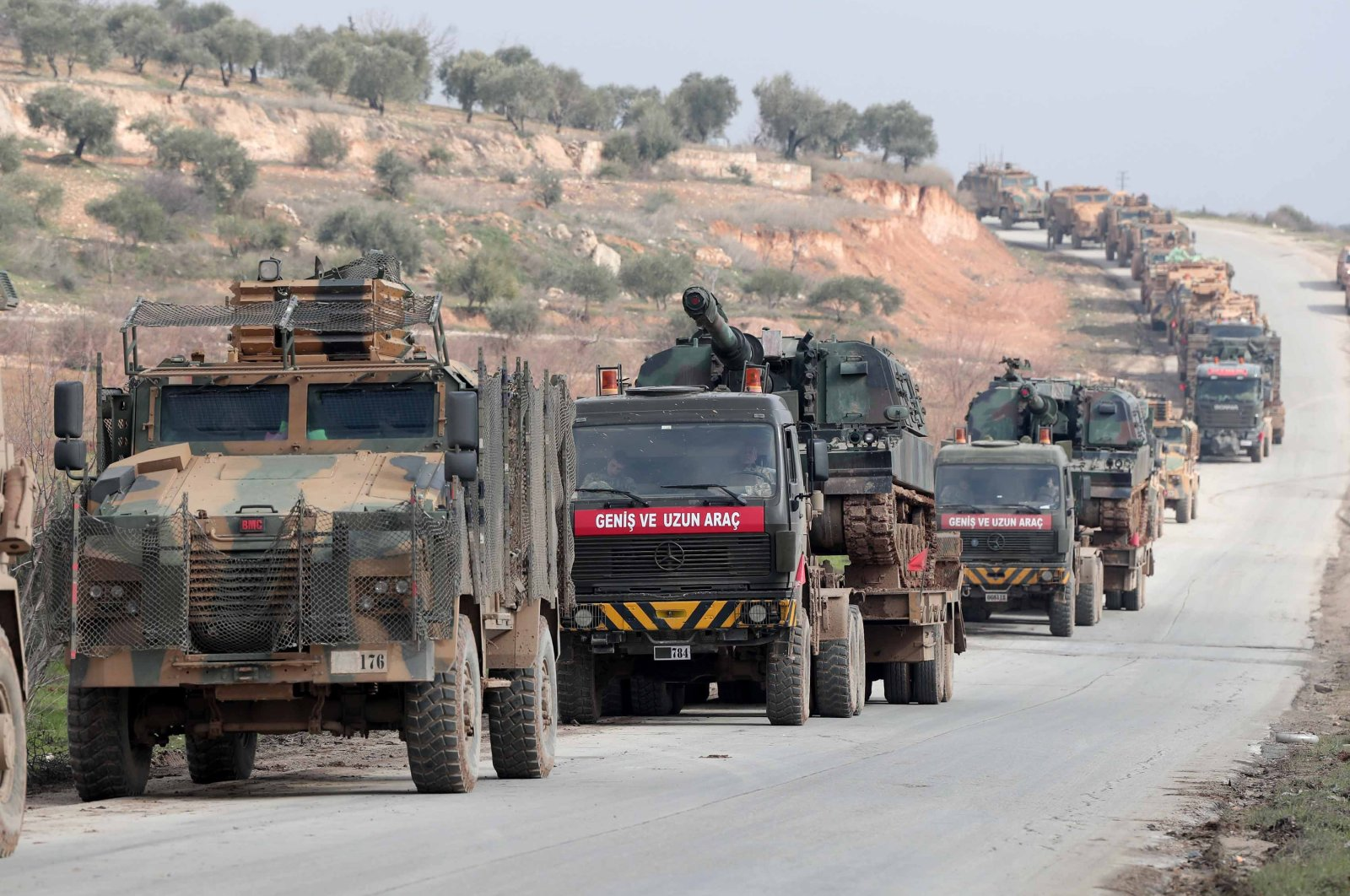 A Turkish military convoy heads to Syria's Idlib province, Feb. 5, 2020. (DHA File Photo)