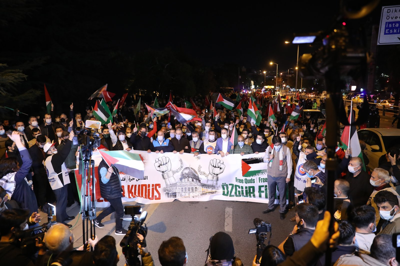 """People march in protest against Israeli violence, holding a banner saying """"Free Jerusalem, Free Palestine,"""" in the capital Ankara, Turkey, May 10, 2021. (Sabah Photo)"""