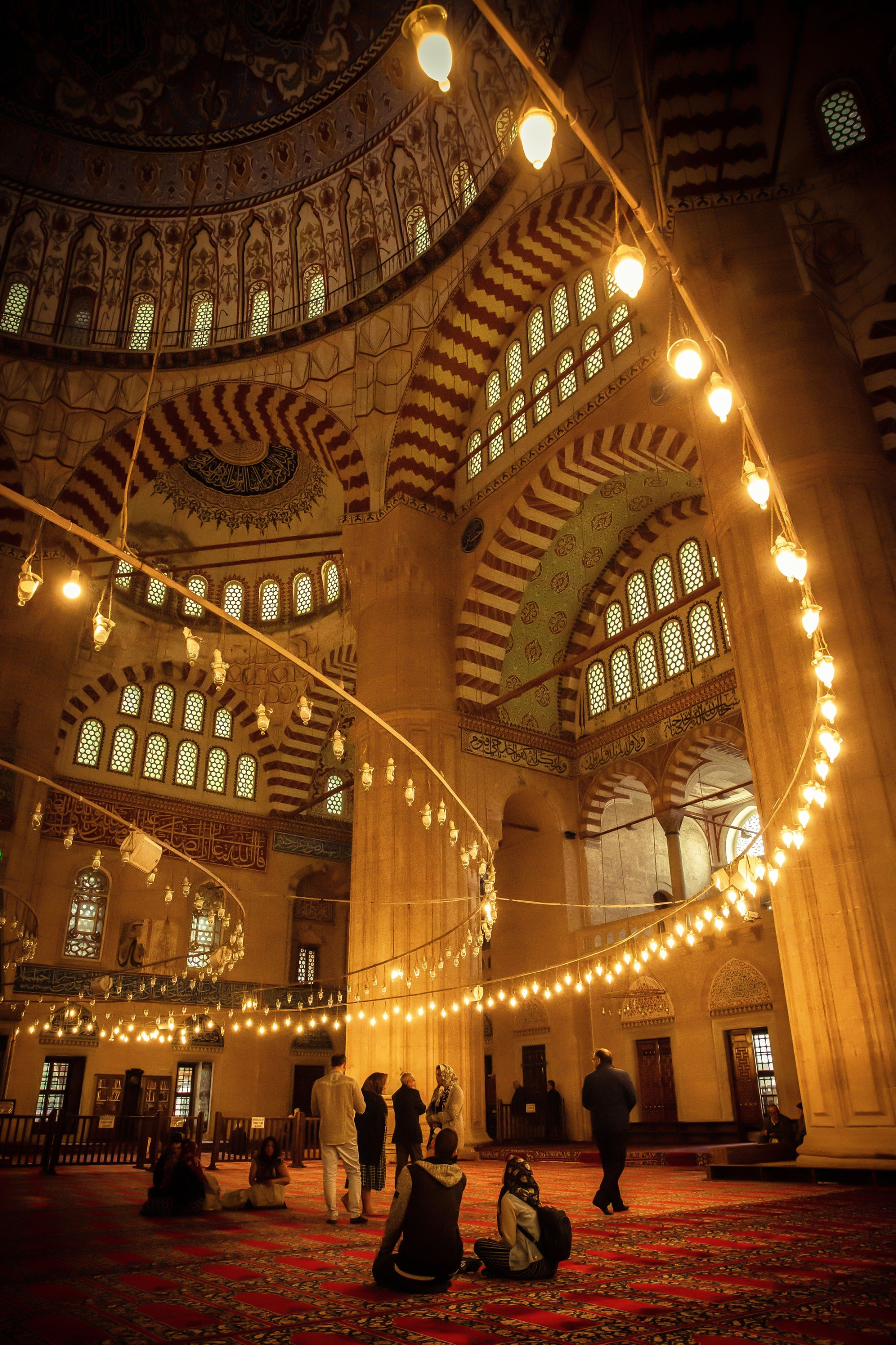 People pray at the Selimiye Mosque during the holy month of Ramadan, in Edirne, Turkey, May 14, 2019. (Shutterstock Photo)