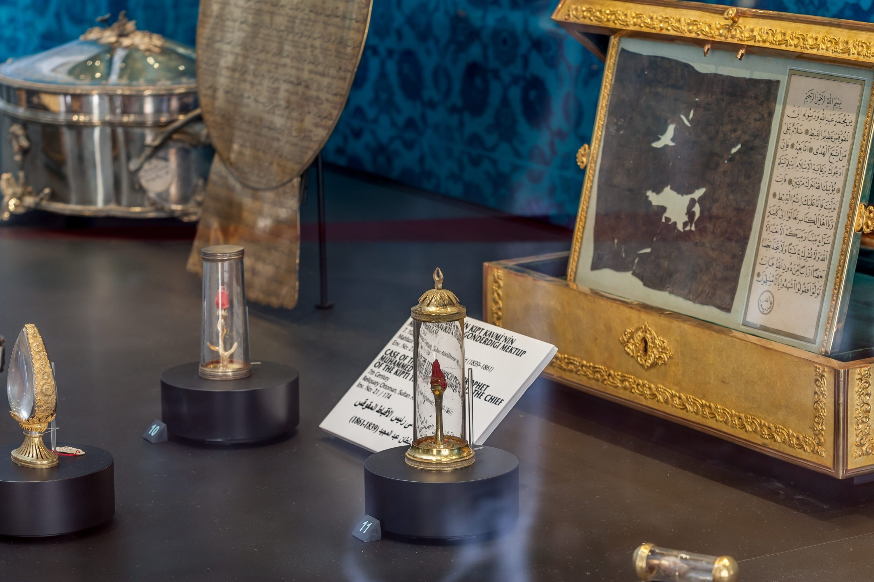 Some sacred relics on display at the Topkapı Palace's Shrine of the Sacred Relics, Istanbul, Turkey, July 17, 2014. (Photo by Recai Kömür)