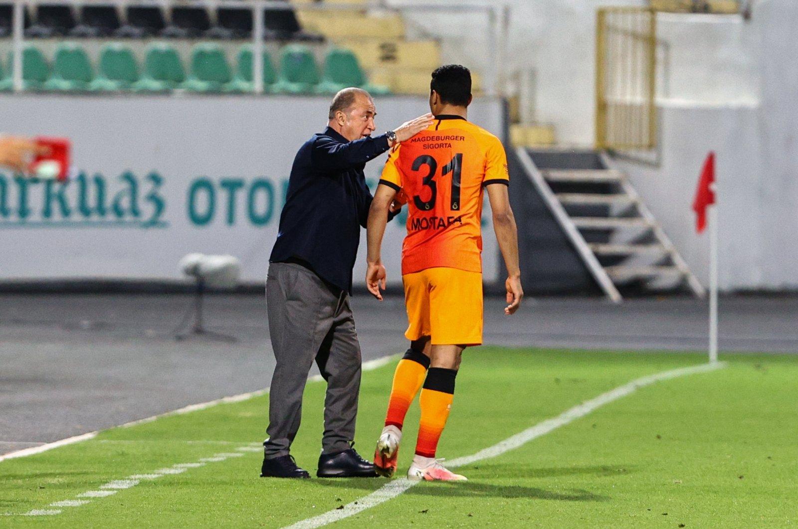 Galatasaray coach Fatih Terim gives instructions to Mostafa Mohamed at the Atatürk Stadium in southwestern Denizli province on May 11, 2021 (AA Photo)