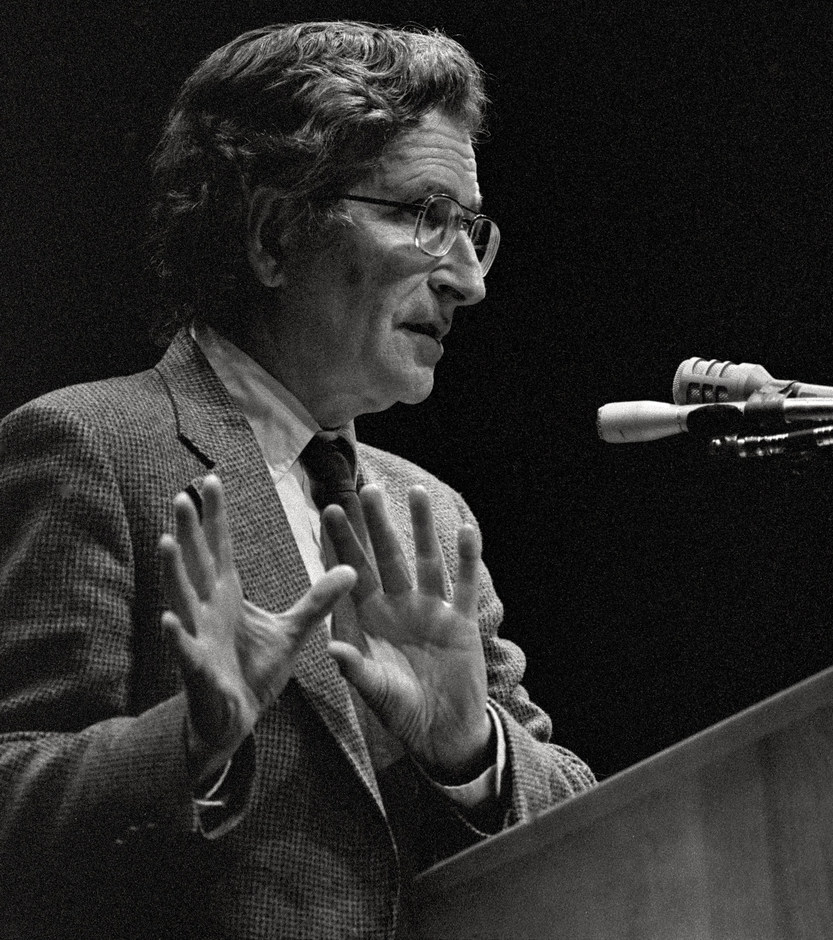 Noam Chomsky lectures at the University of Wyoming Arts & Sciences Auditorium, in Laramie, Wyoming, U.S., Feb. 20, 1989. (Photo by Getty Images)