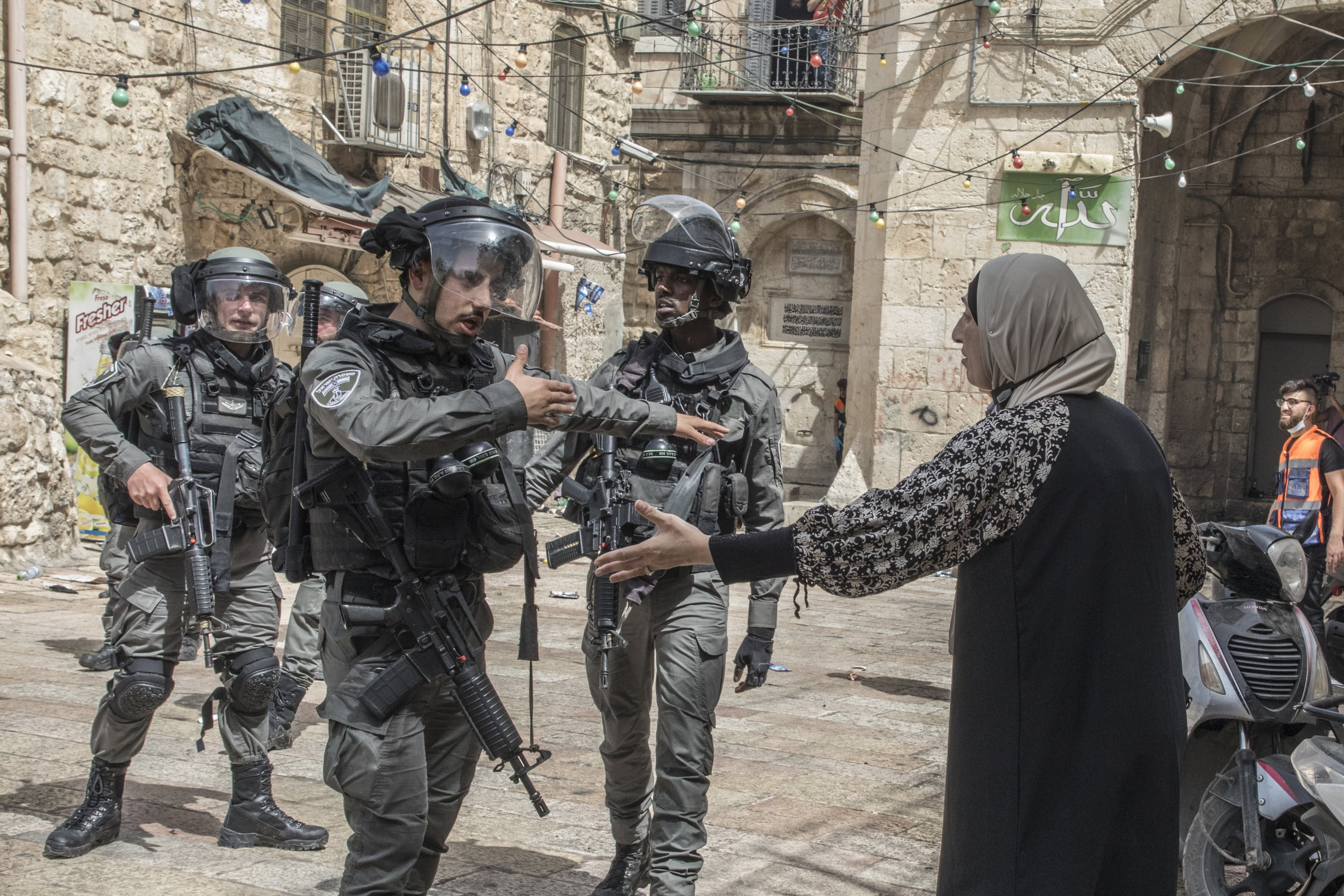 Israeli police argue with a Palestinian woman at the Al-Aqsa compound, in East Jerusalem, occupied Palestine, May 10, 2021. (Photo by Getty Images)