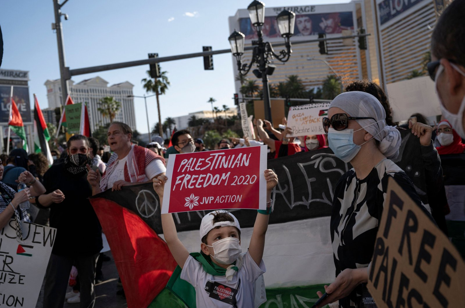 """A child holds up a sign that reads """"Palestinian Freedom"""" as pro-Palestine protesters rally outside The Venetian hotel and casino in Las Vegas, U.S., May 15, 2021. (AFP Photo)"""