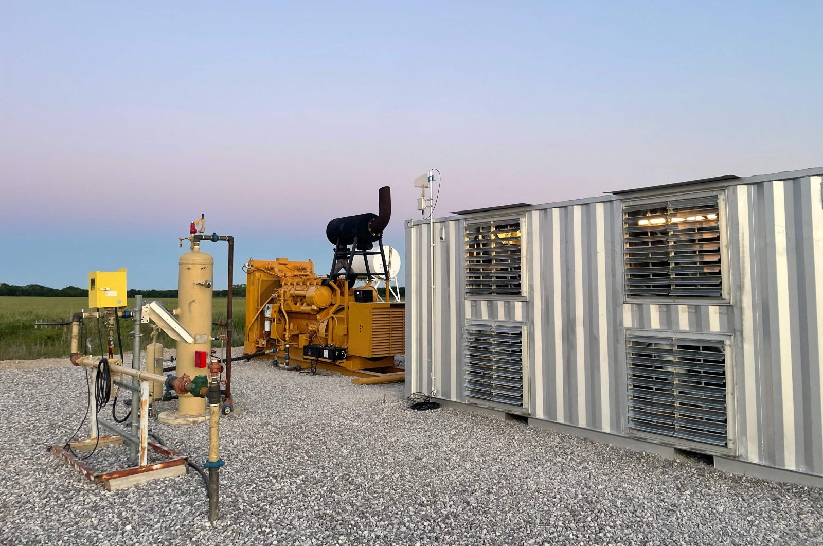 A natural gas generator powering a bitcoin mining data center on an oil field in Texas, U.S, May 6, 2021. (AFP Photo)
