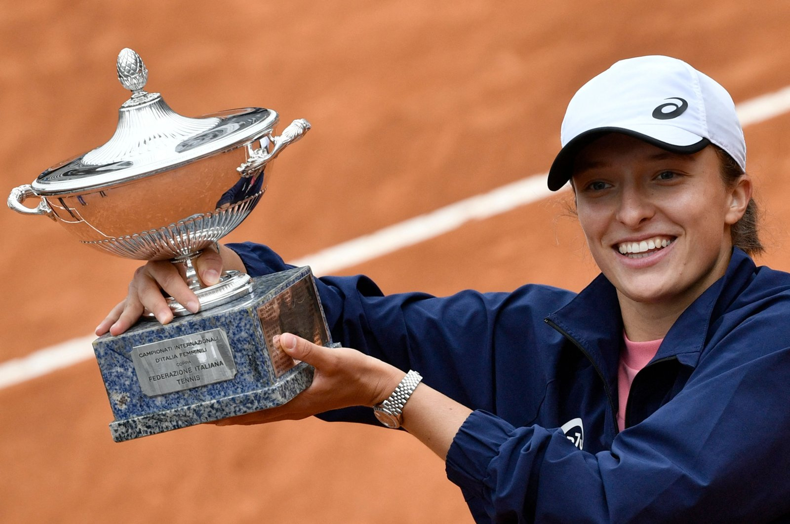 Poland's Iga Swiatek poses with the winner's trophy after defeating Czech Republic's Karolina Pliskova in the Italian Tennis Open final at Foro Italico, Rome, Italy,  May 16, 2021. (AFP Photo)
