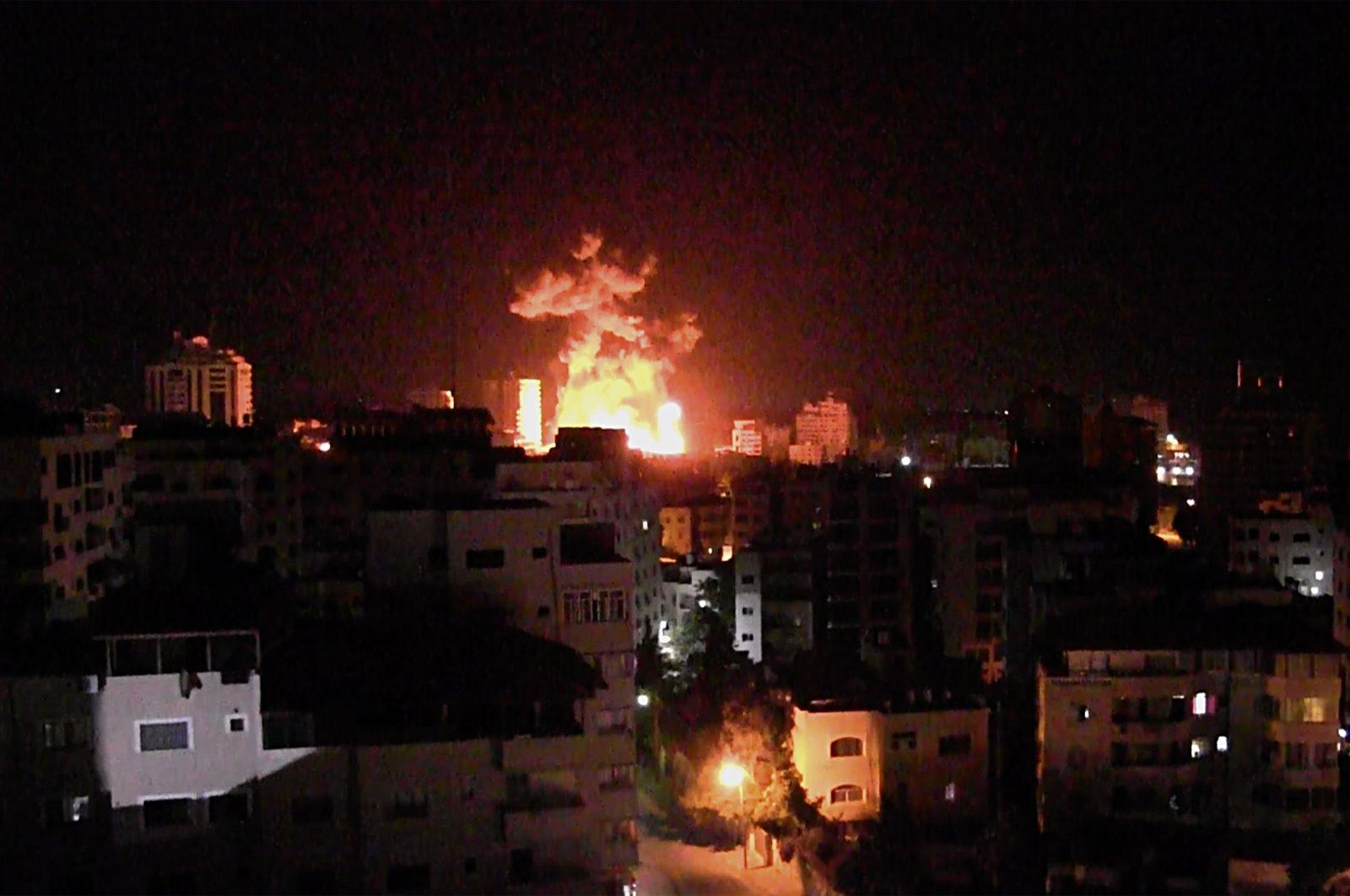 Smoke rises after an Israeli airstrike hits Gaza City, Palestine, May 17, 2021. (EPA Photo)