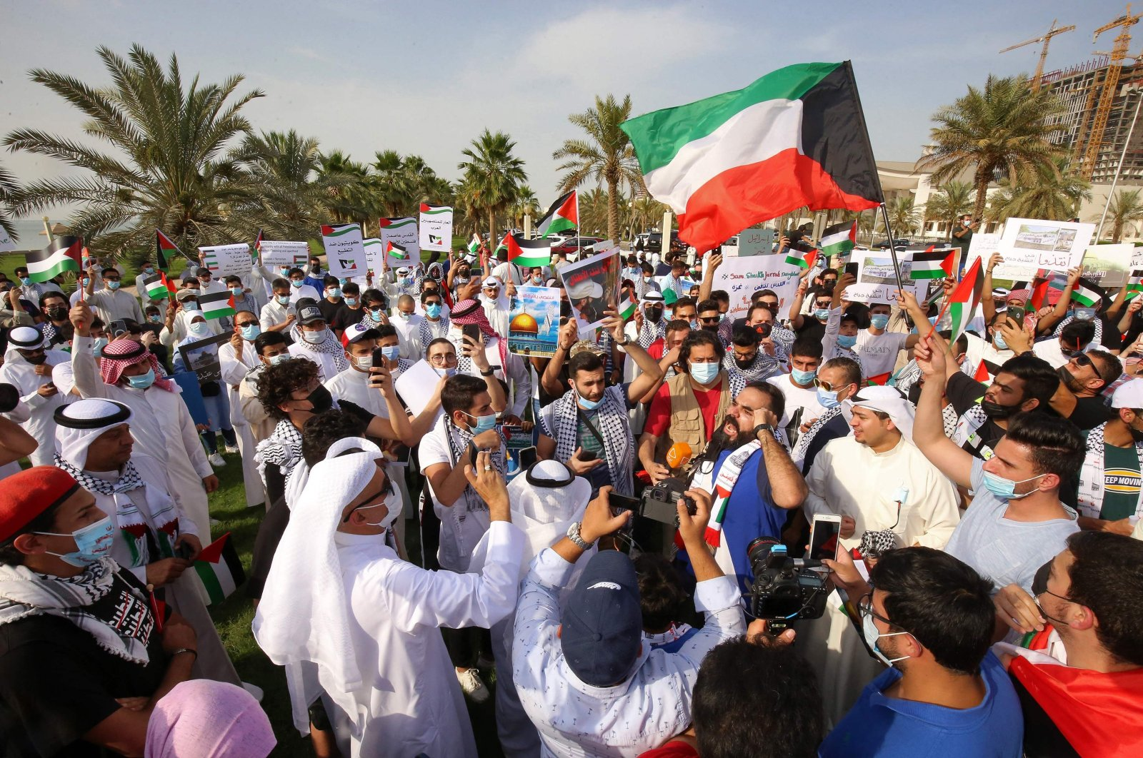 Kuwaitis chant slogans during a protest in solidarity with the Palestinian people, Kuwait City, Kuwait, May 11, 2021. (AFP Photo)