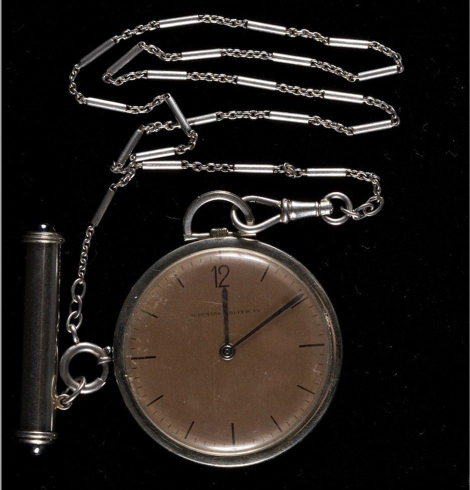 The pocket watch which Yapı Kredi Bank's founder Kazım Taşkent presented as a gift to Mustafa Kemal Atatürk. (Courtesy of Yapı Kredi Museum)