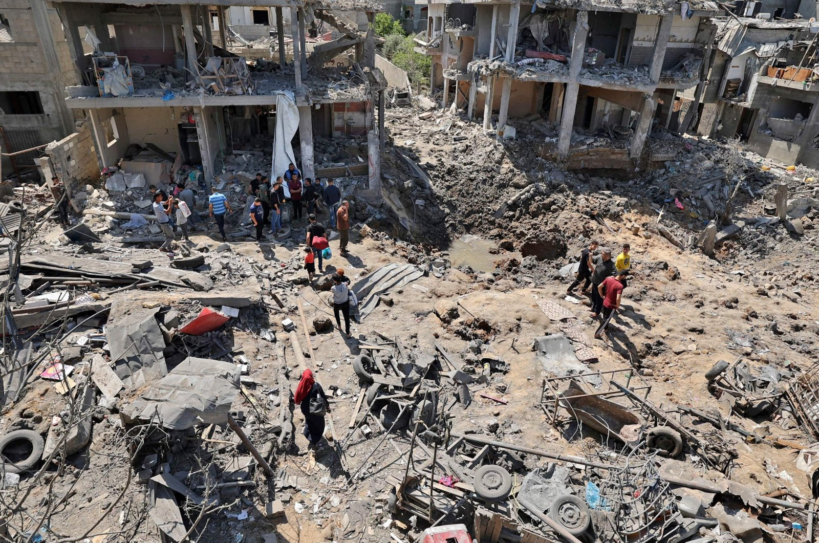 Palestinians assess the damage caused by Israeli airstrikes, in Beit Hanun in the northern Gaza Strip, Palestine, May 14, 2021. (AFP Photo)