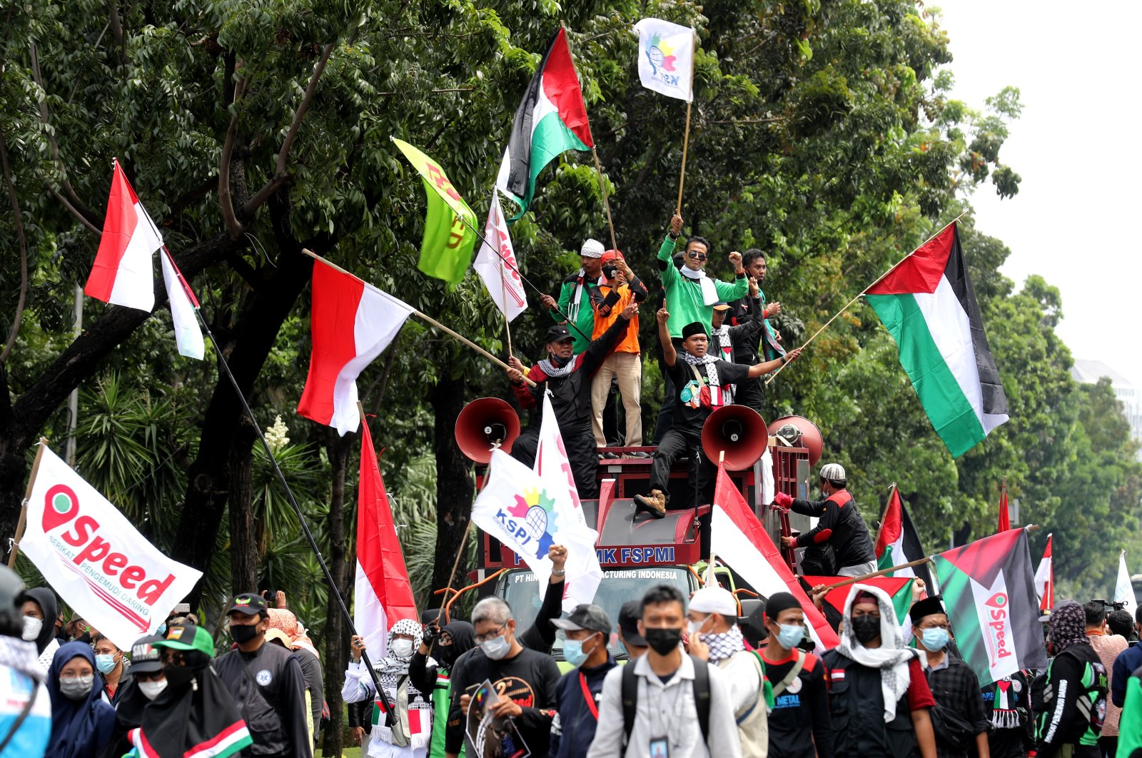 Indonesian workers wave the flags of Indonesia, Palestine and of Indonesian union confederations during a demonstration in Jakarta, Indonesia, May 18, 2021. (EPA Photo)