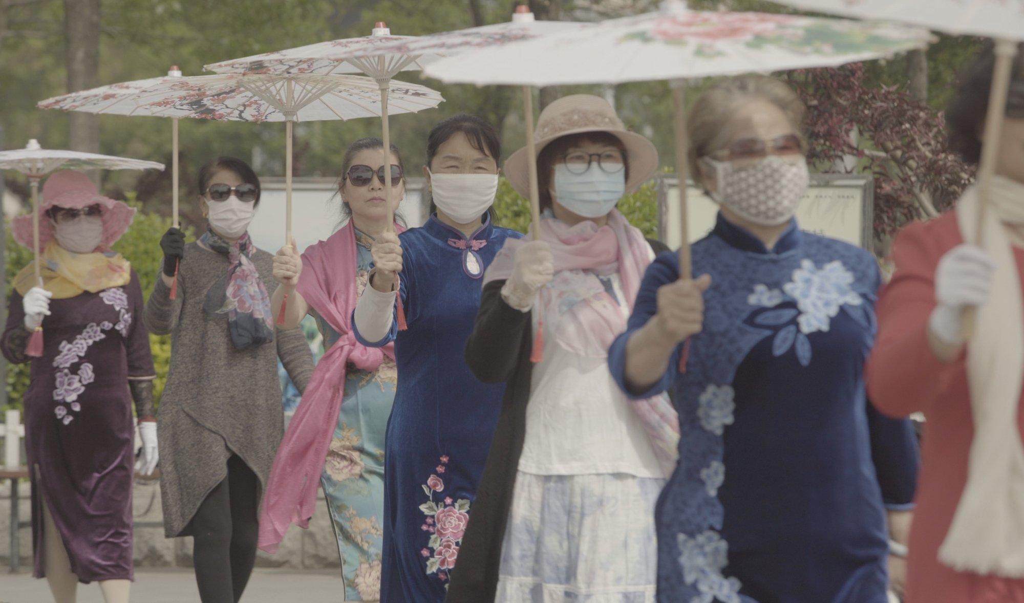 """A still shot from Meng Han's """"Yao Wang Fan Xing"""" (""""Smog Town"""")."""