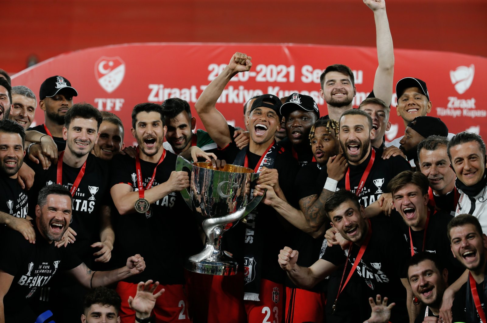 Beşiktaş players and staff celebrate with the Ziraat Turkish Cup after a 2-0 victory against Antalyaspor at Gürsel Aksel Stadium, Izmir, southwestern Turkey, May 18, 2021 (AA Photo)
