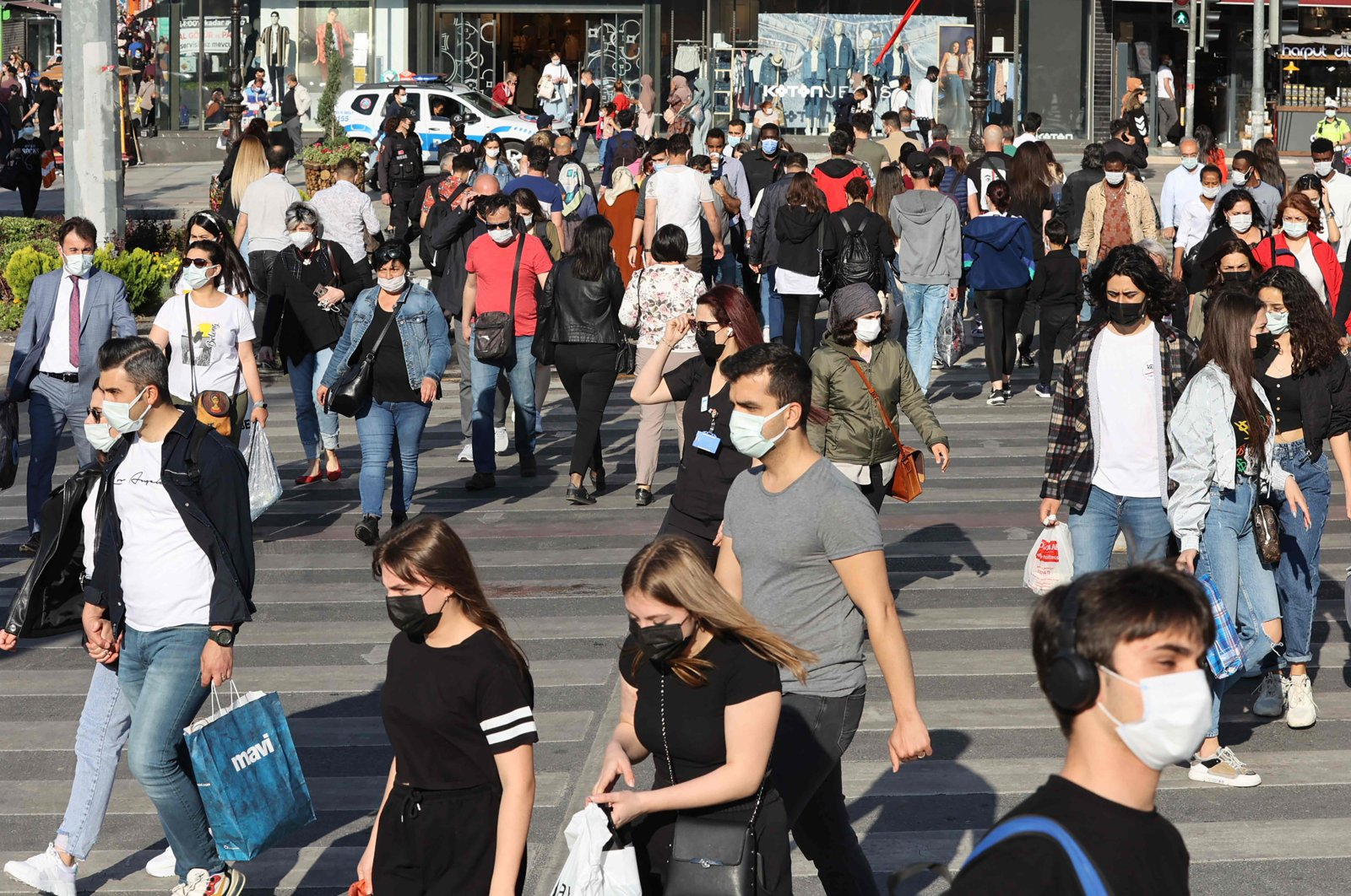 People wearing face masks walk on a street in the capital Ankara, Turkey, May 17, 2021. (AFP Photo)