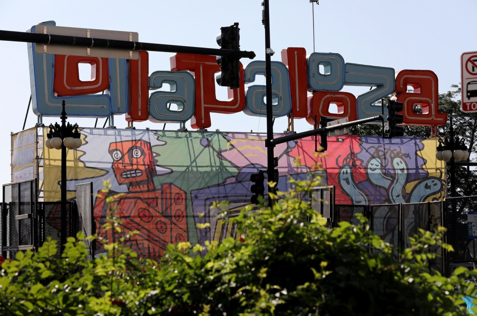 """A """"Lollapalooza"""" sign and banner on the Lollapalooza grounds in Grant Park, Chicago, the U.S.  (DPA Photo)"""