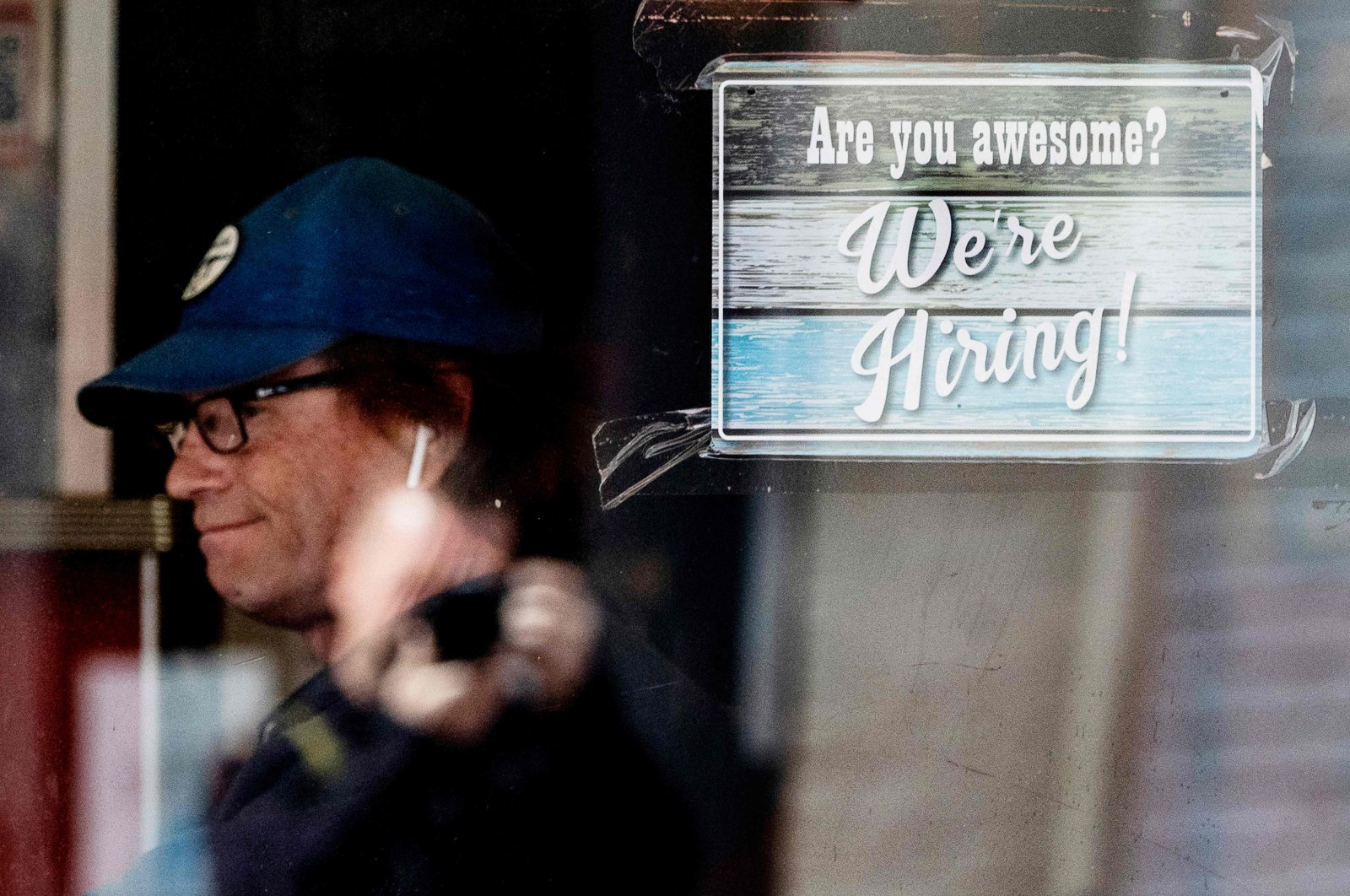 A man eats breakfast at a restaurant that has a job advertisement displayed at its window in Annapolis, Maryland, U.S., May 12, 2021. (AFP Photo)