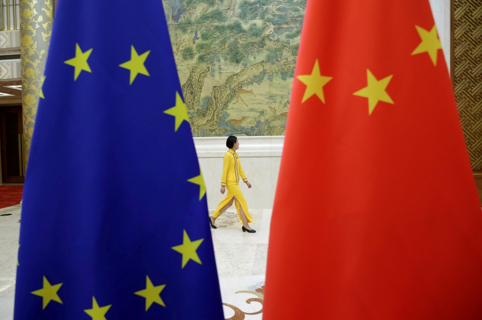 An attendant walks past EU and China flags ahead of the EU-China High-level Economic Dialogue at Diaoyutai State Guesthouse in Beijing, China, June 25, 2018. (Reuters Photo)