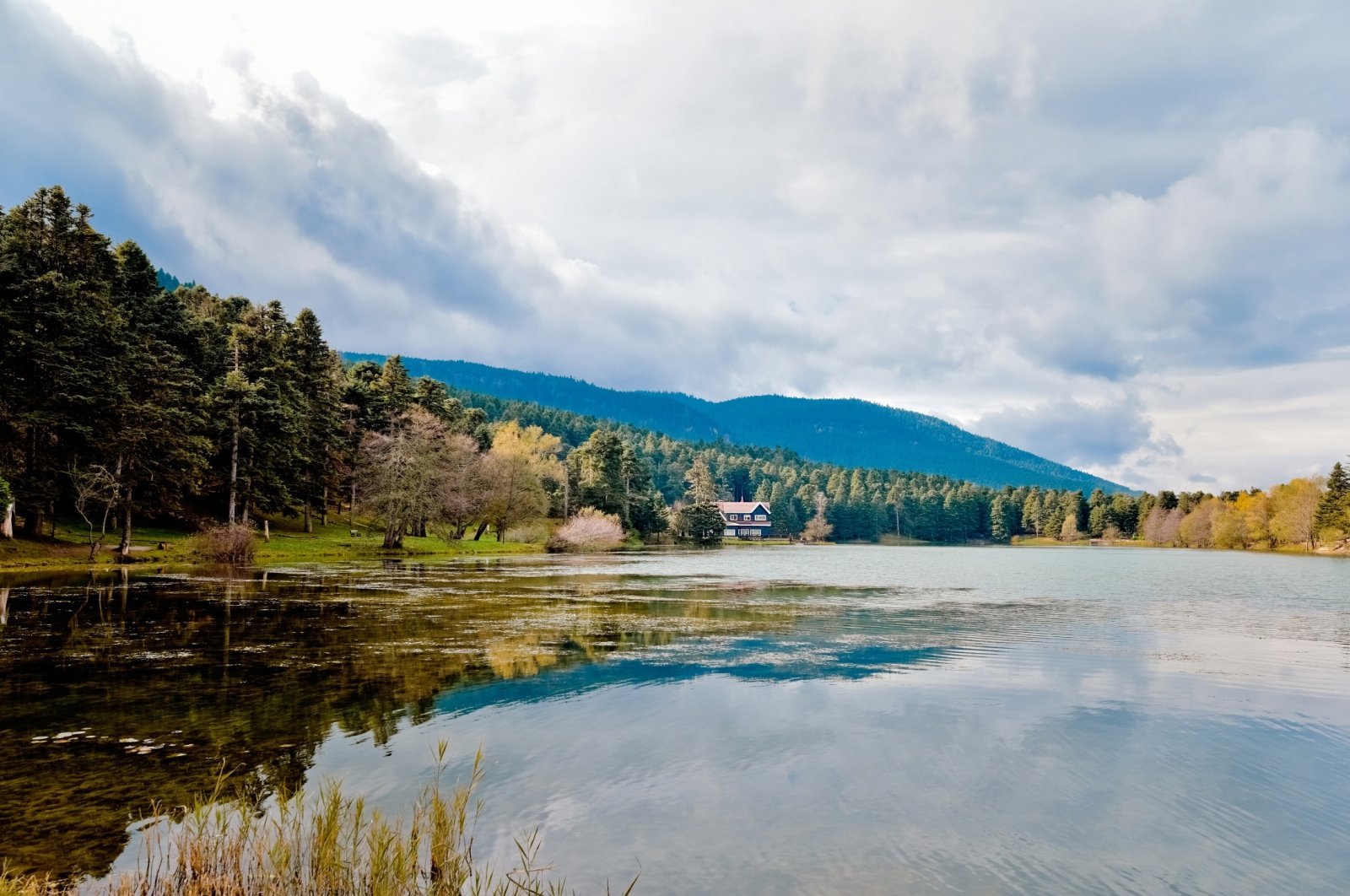 A view of Lake Abant with the surrounding mountains and forests in the background, Bolu, Turkey, Dec. 20, 2016. (iStock Photo)