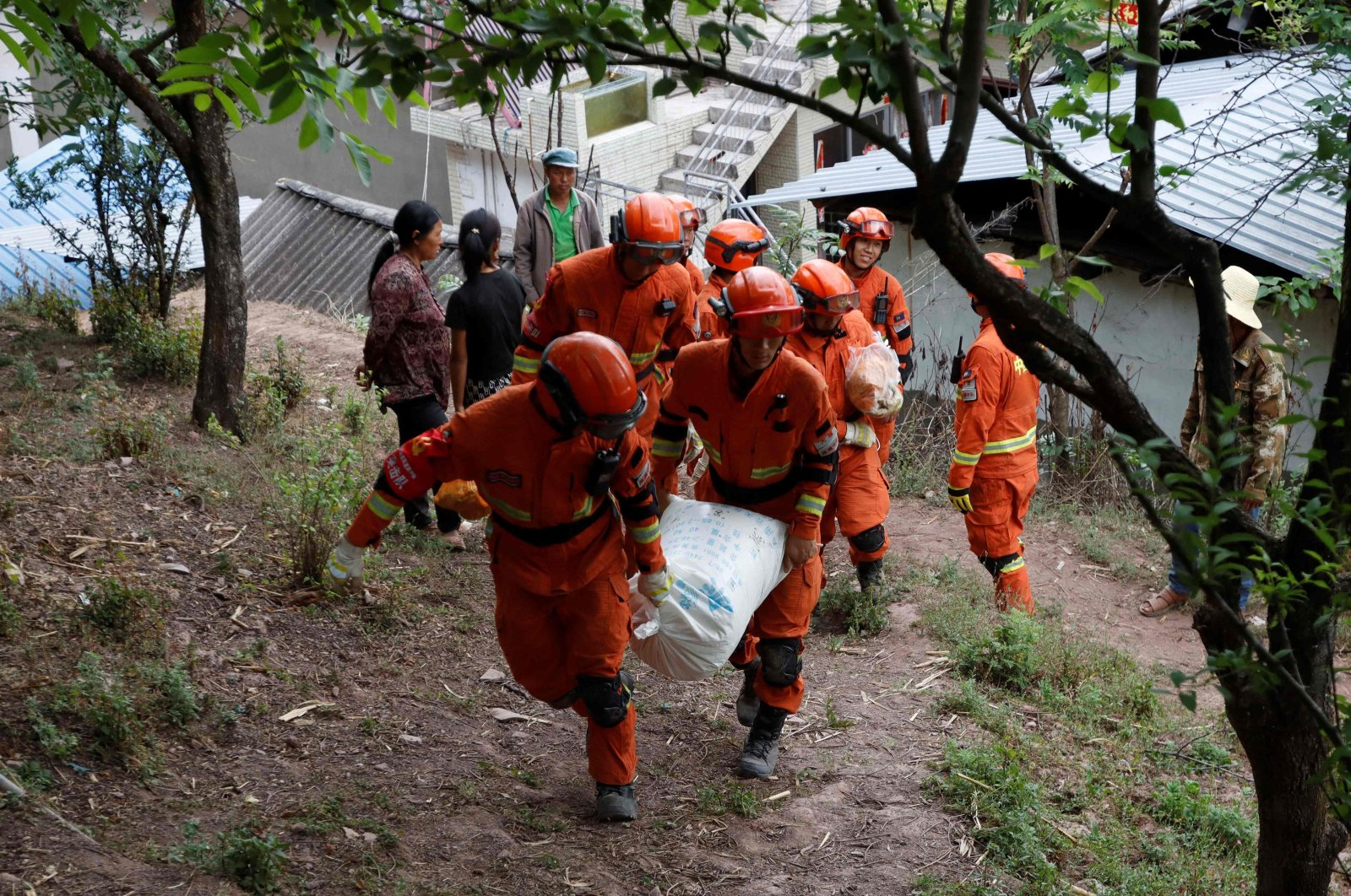 Firefighters carry supplies for people displaced by an overnight earthquake in Yangbi County, Dali Prefecture in China's southwest Yunnan province on May 22, 2021. (STR / AFP Photo)