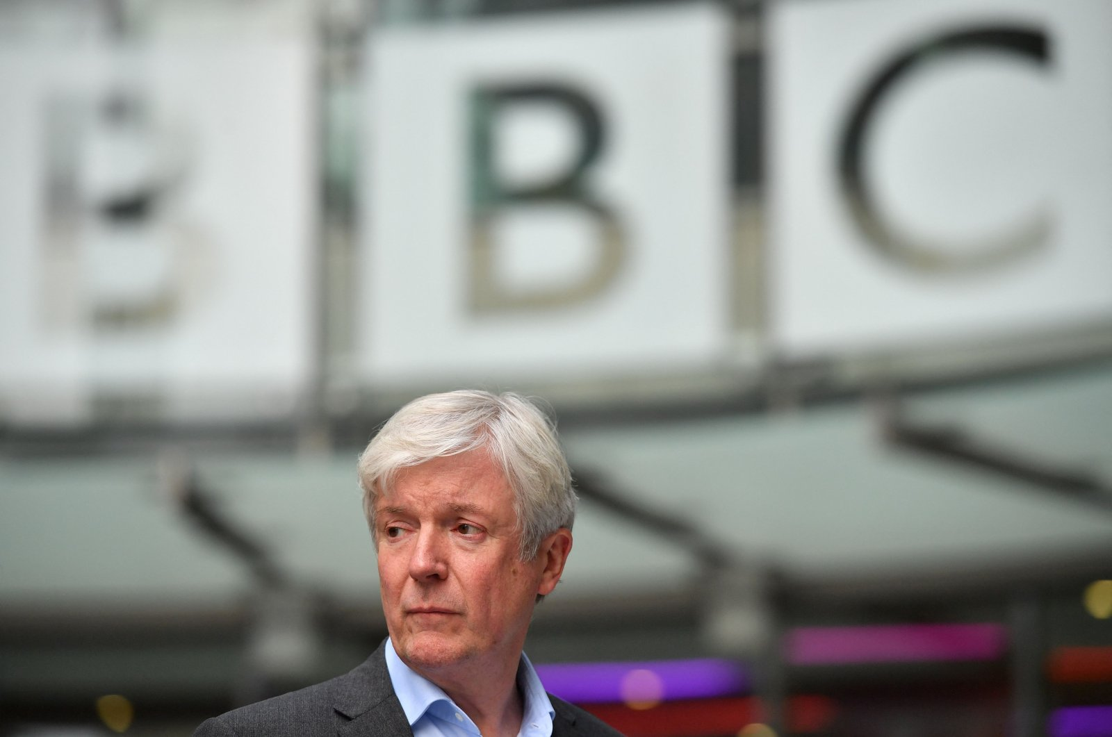 Director-General of the BBC Tony Hall is seen waiting to greet Britain's Prince William, Duke of Cambridge, and Britain's Catherine, Duchess of Cambridge, as the royal couple visit BBC Broadcasting House in London, to view the work the broadcaster is doing as a member of The Duke's Taskforce on the Prevention of Cyberbullying, London, U.K., Nov.15, 2018. (AFP Photo)