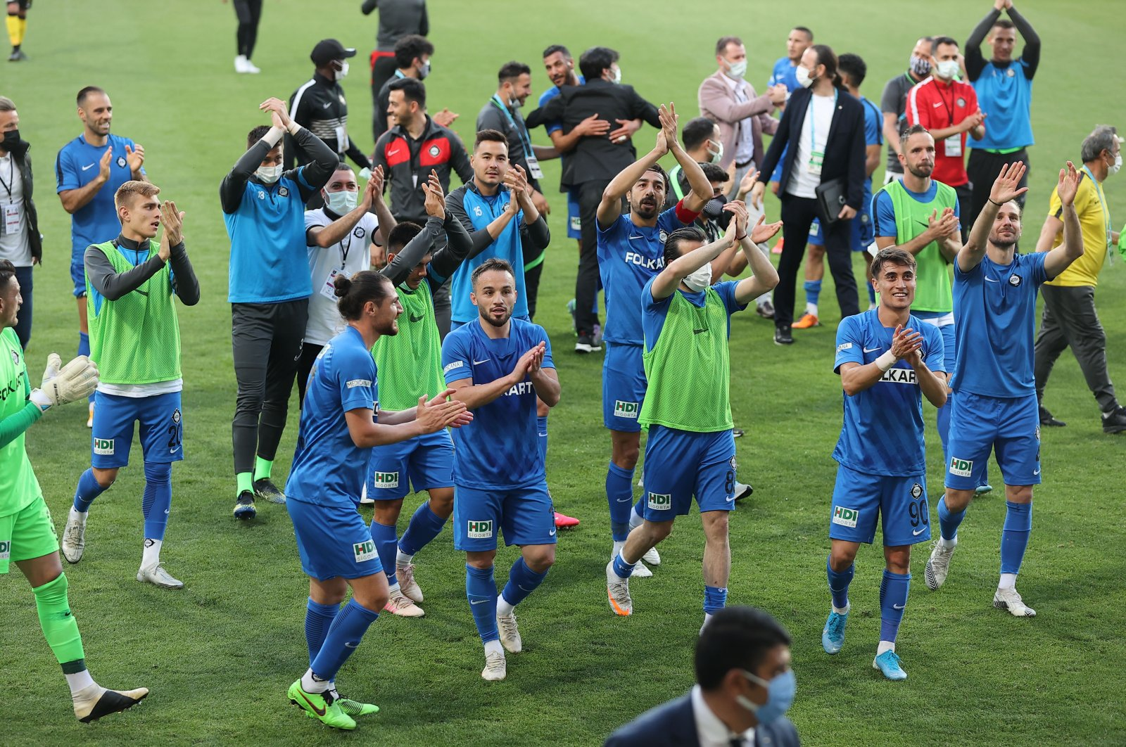 Altay players celebrate their victory against Istanbulspor following TFF 1. Lig playoff semifinal match in Istanbul, Turkey, May 23, 2021. (AA Photo)