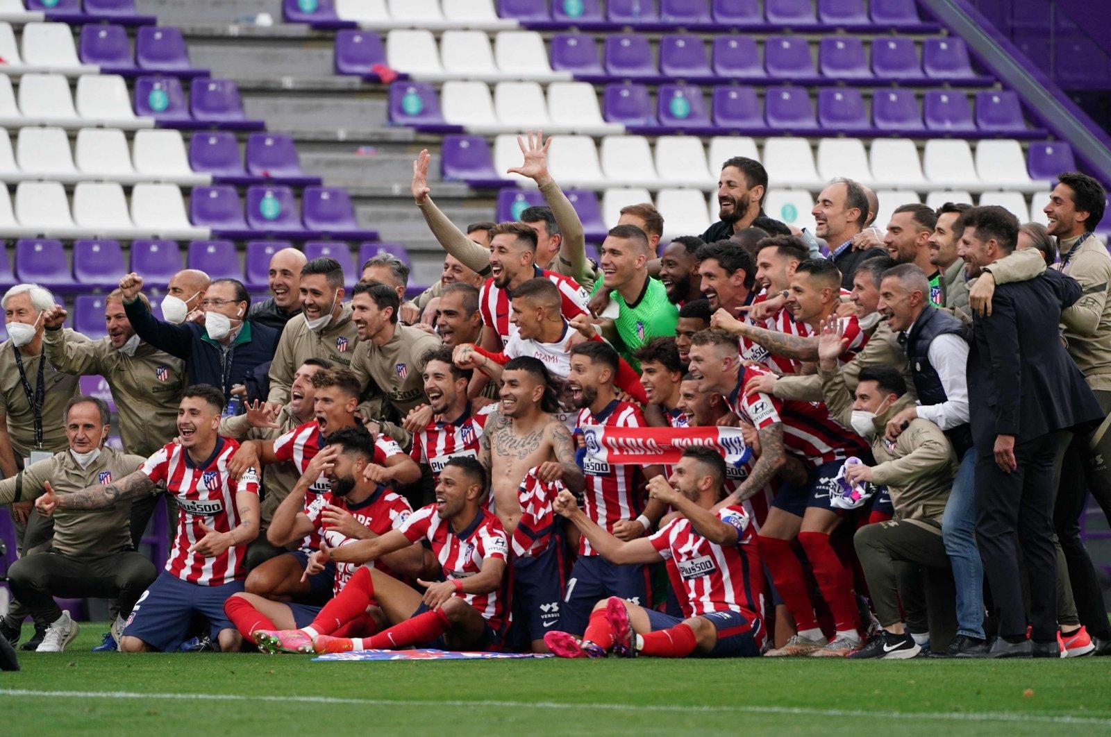 Atletico Madrid players celebrate the Spanish La Liga title at the Jose Zorilla stadium, Valladolid, Spain, May 22, 2021. (AFP Photo)