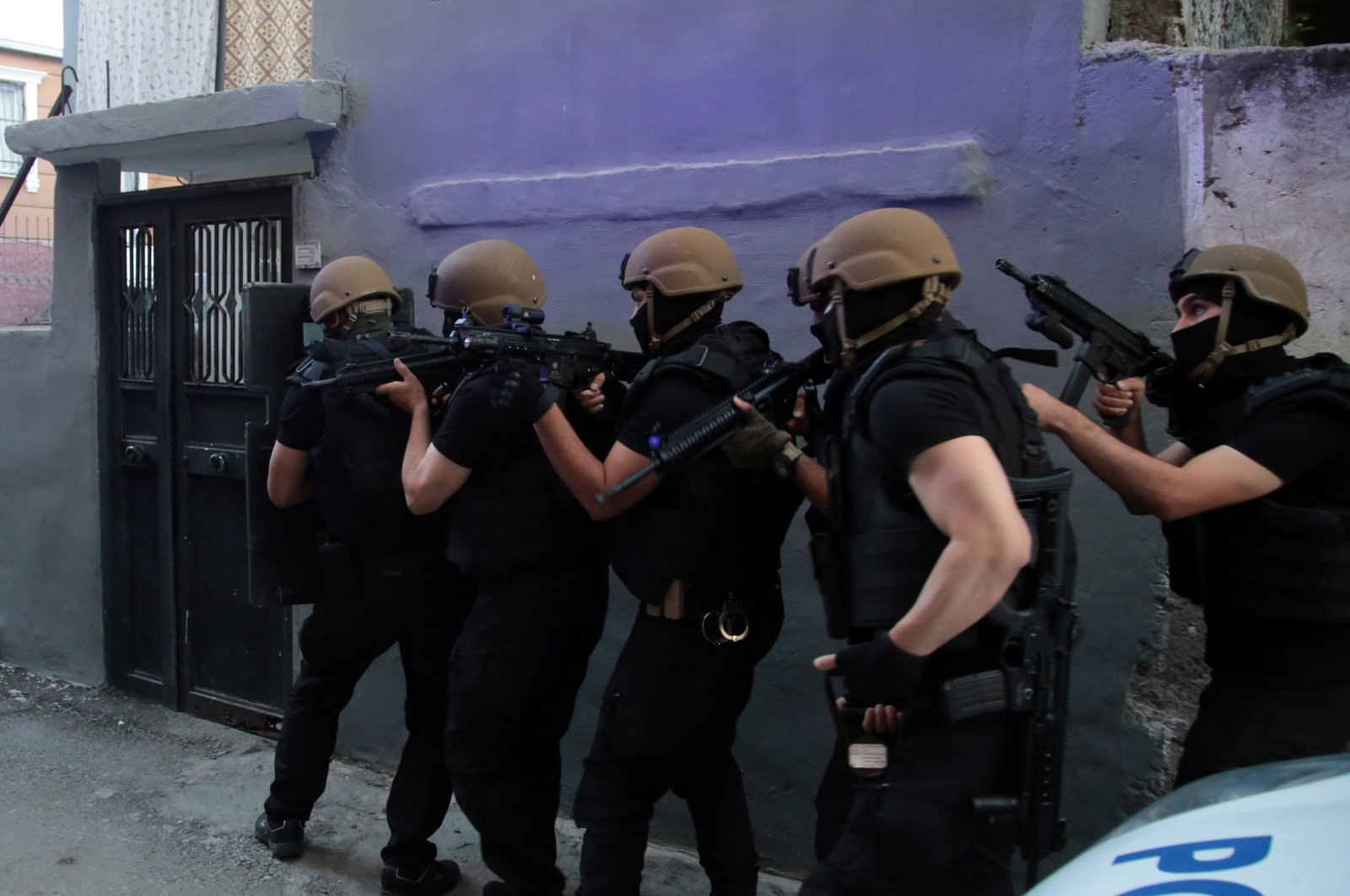 A counterterrorism squad prepares to raid the address of a suspected PKK terrorist in Turkey's southern Adana province, Monday, May 24, 2021. (AA Photo)