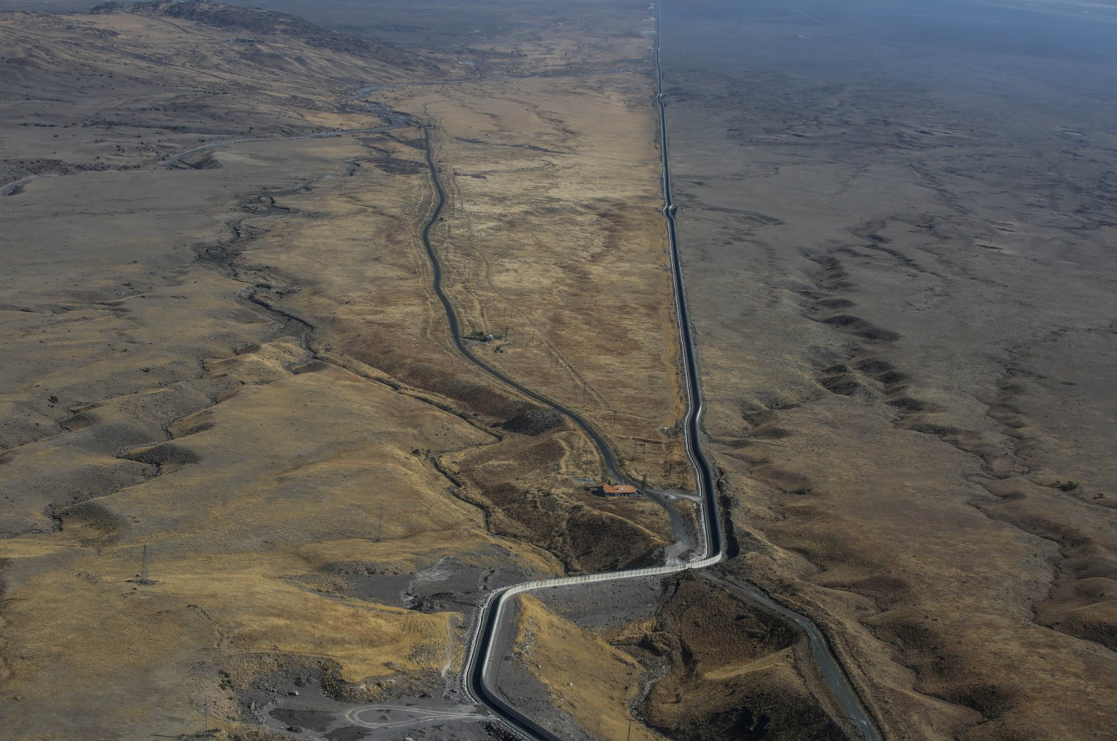 An aerial view of the wall along the Turkey-Iran border, March 8, 2021. (Sabah File Photo)
