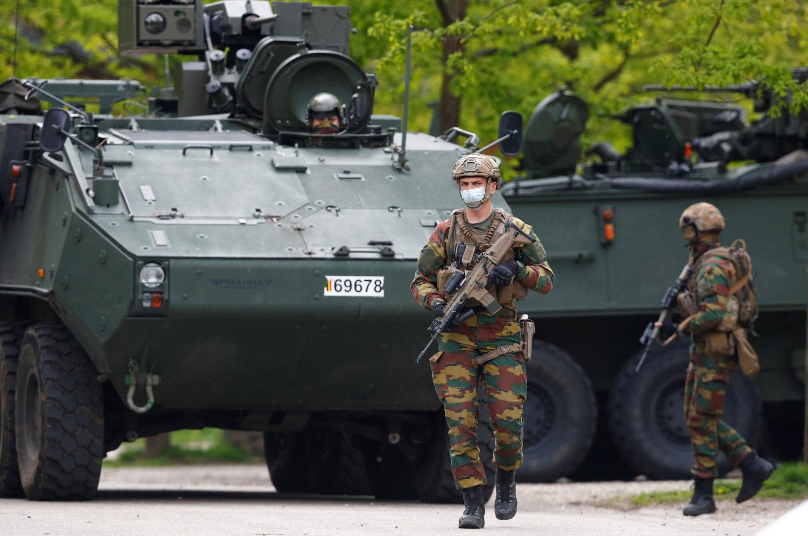 Members of the Belgian army are seen near the entrance of National Park Hoge Kempen while scouring the region for Jurgen Conings, a soldier who disappeared after threatening a virologist supportive of COVID-19 vaccines and coronavirus restrictions, in Maasmechelen, Belgium, May 20, 2021. (Reuters Photo)