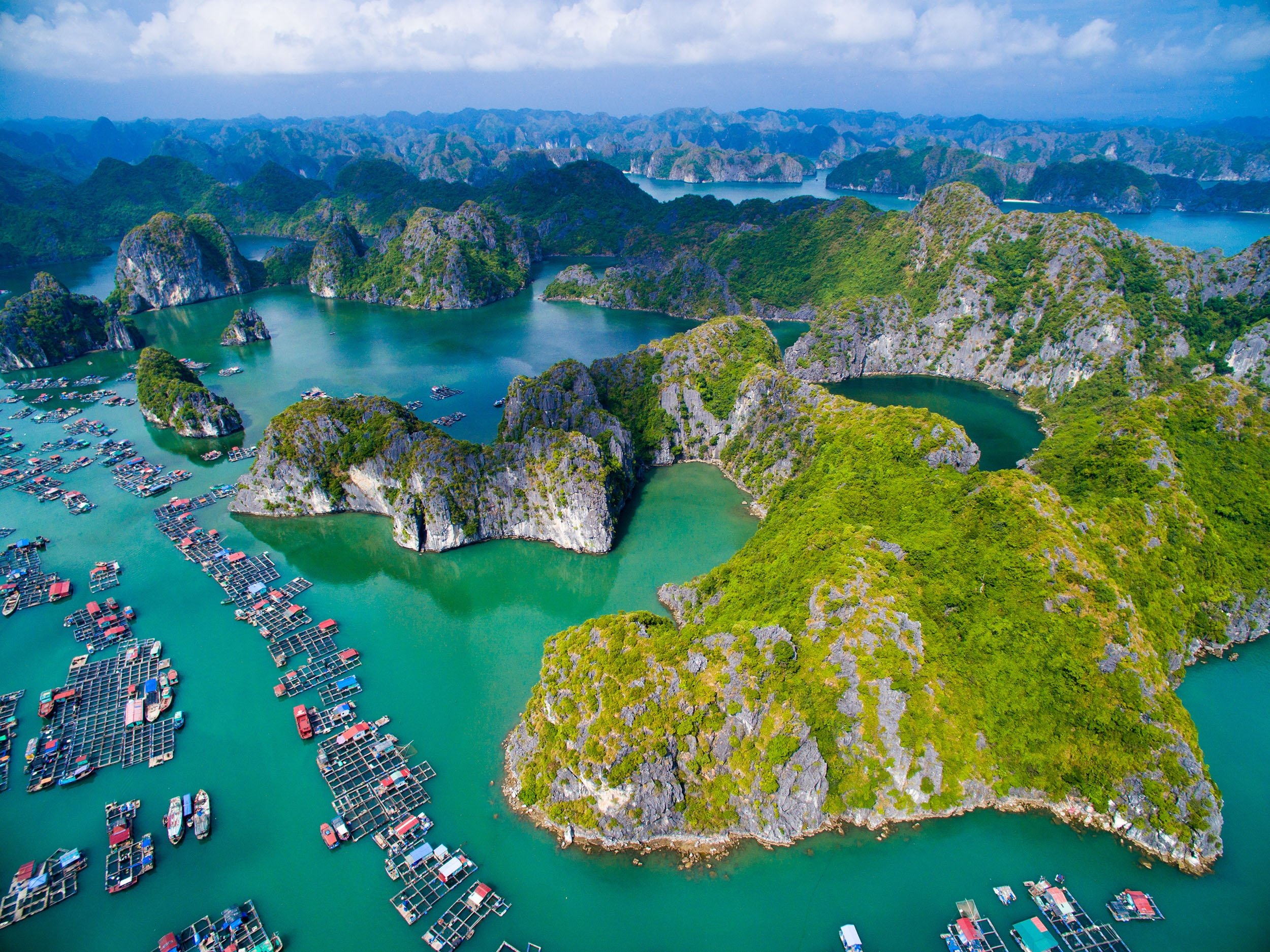 An aerial view shows floating villages around Cat Ba islands in the southeastern edge of Ha Long Bay, Vietnam, Nov. 8, 2015.(Shutterstock Photo)