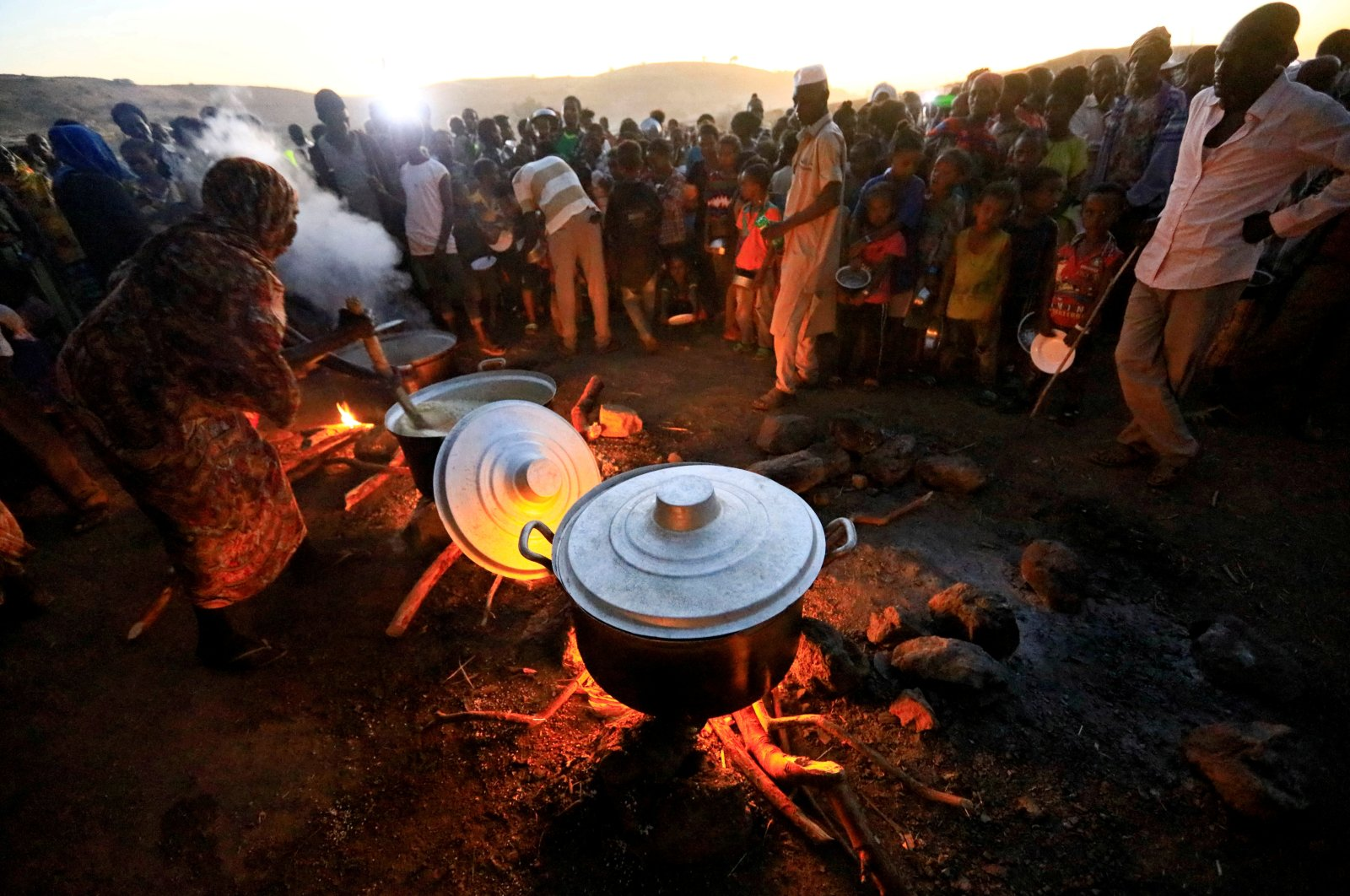 Ethiopian refugees fleeing from the fighting in Tigray region, wait for food at the Um Rakoba camp, on the Sudan-Ethiopia border, in al-Qadarif state, Sudan November 23, 2020. (Reuters Photo)