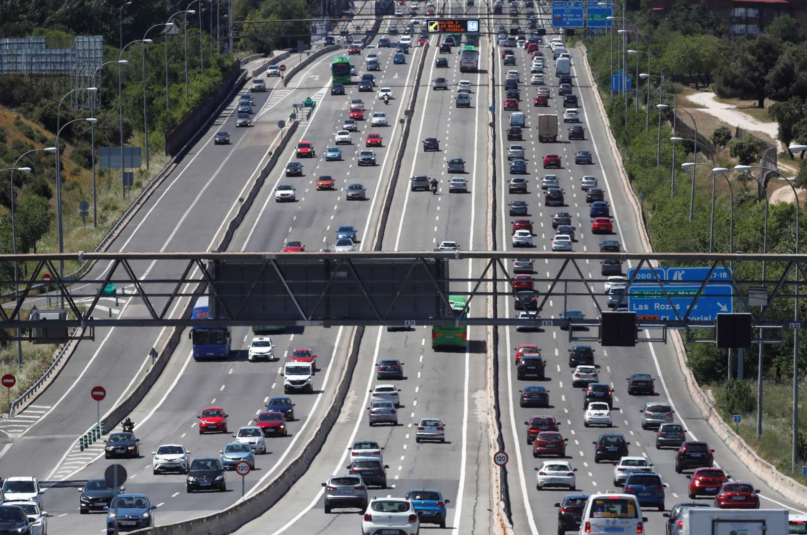 Vehicles are seen in a traffic jam leaving Madrid, Spain, May 14, 2021. (EPA Photo)
