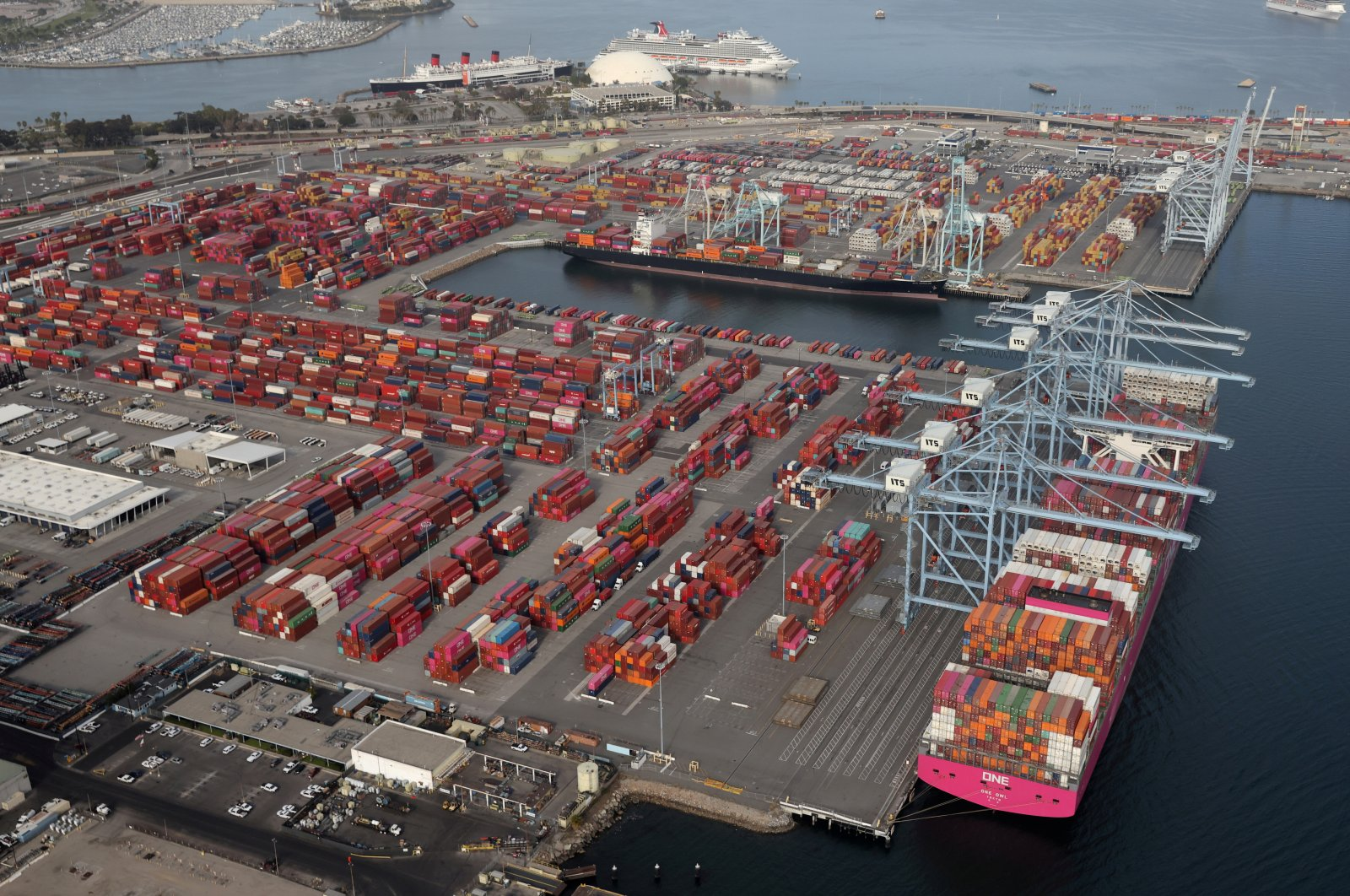 Shipping containers are unloaded from ships at a container terminal at the Port of Long Beach-Port of Los Angeles complex, Los Angeles, California, U.S., April 7, 2021. (Reuters Photo)