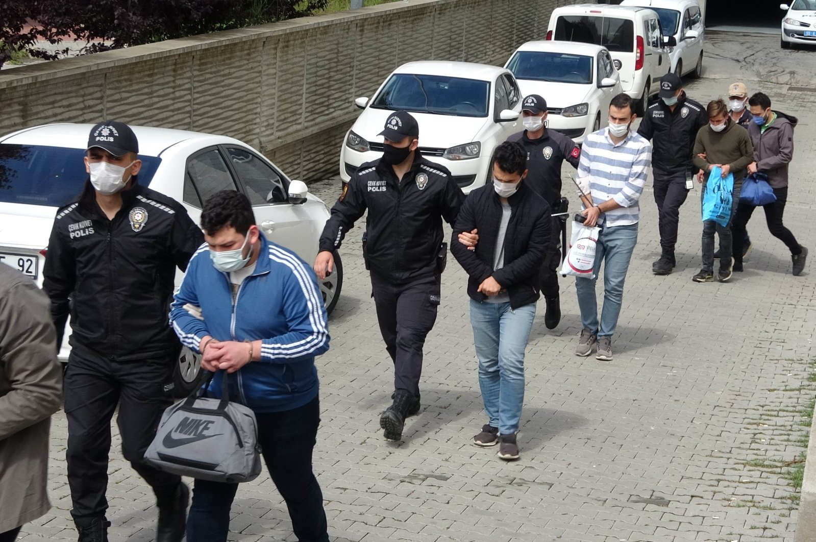 Police officers escort FETÖ suspects to the courthouse, in Samsun, northern Turkey, May 24, 2021. (İHA PHOTO)