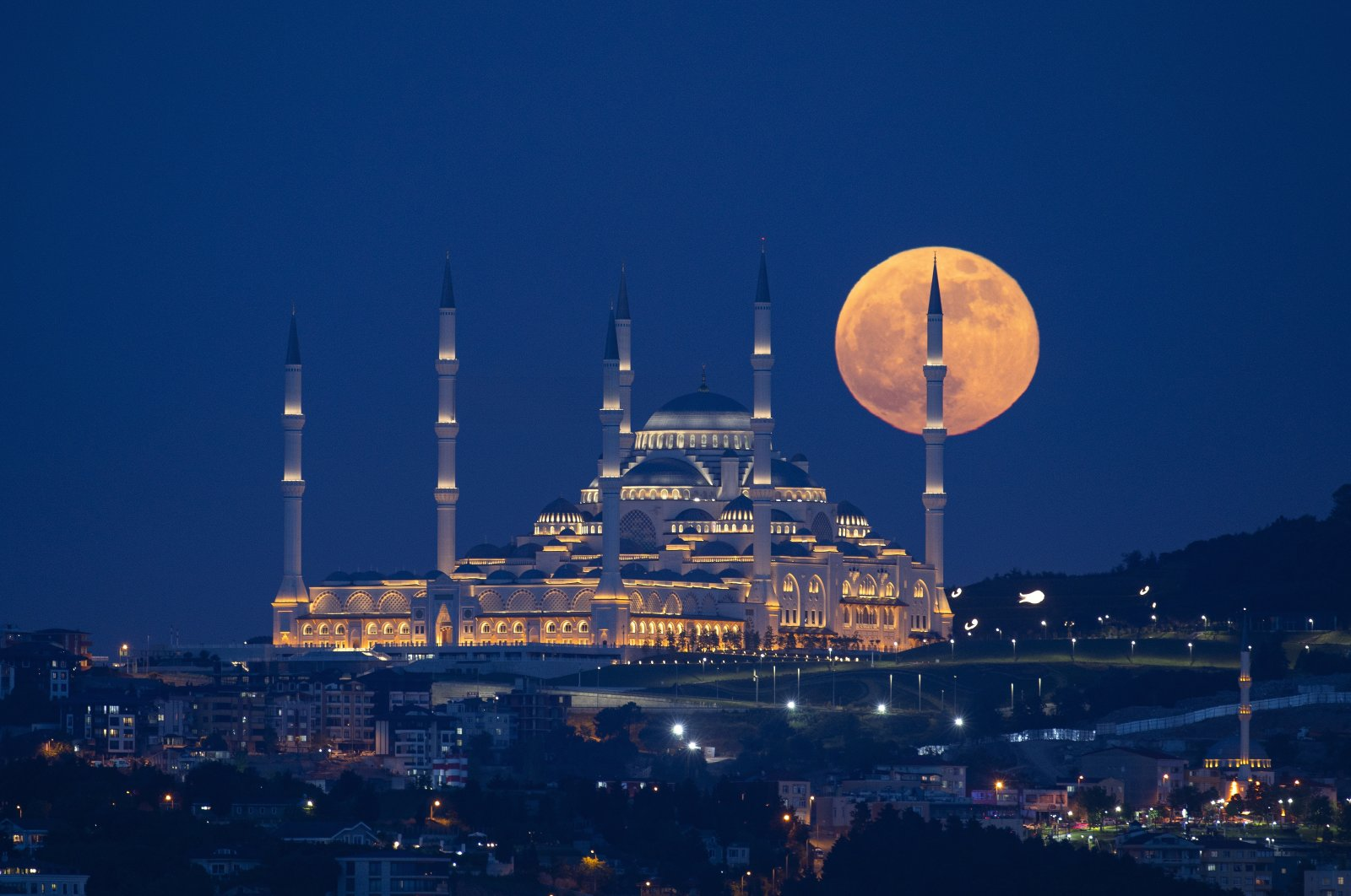 The supermoon rises over Çamlıca Mosque, in Istanbul, May 26, 2021. (AA Photo)