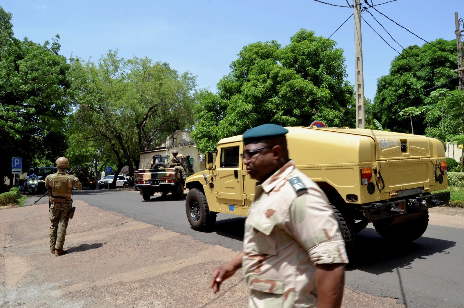 Army members stand guard as the Economic Community of West African States (ECOWAS) mediators delegation meet with Vice President Colonel Assimi Goita regarding the Mali crisis, Bamako, Mali, May 26, 2021. (Reuters Photo)