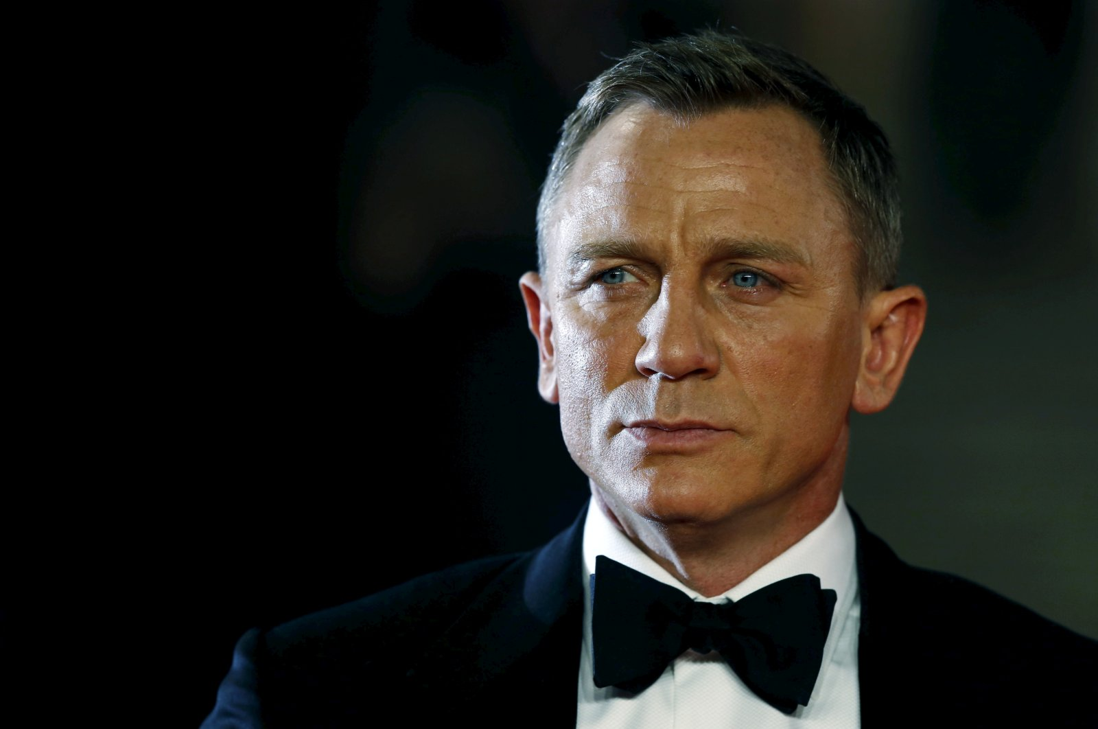 """Daniel Craig poses for photographers as he attends the world premiere of the new James Bond 007 film """"Spectre"""" at the Royal Albert Hall in London, Britain, Oct. 26, 2015. (REUTERS Photo)"""