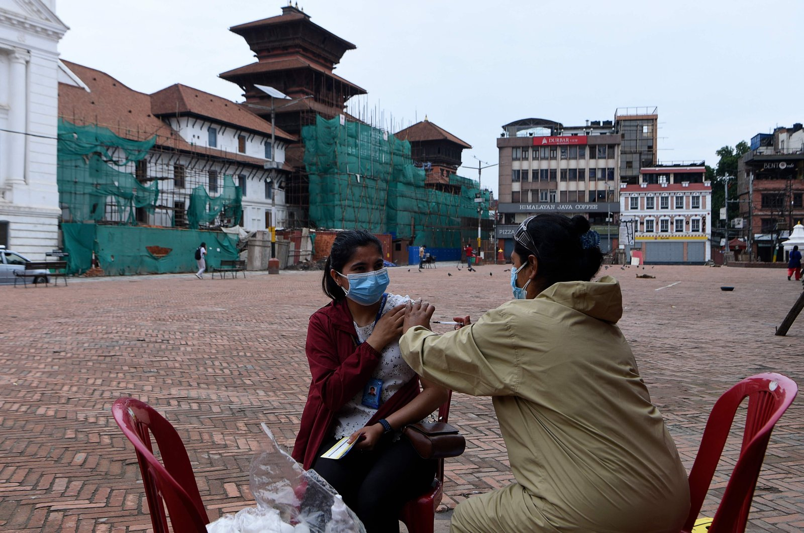 A health worker inoculates a woman with the Chinese-made Vero Cell COVID-19 vaccine in Kathmandu, Nepal, May 25, 2021. (AFP Photo)