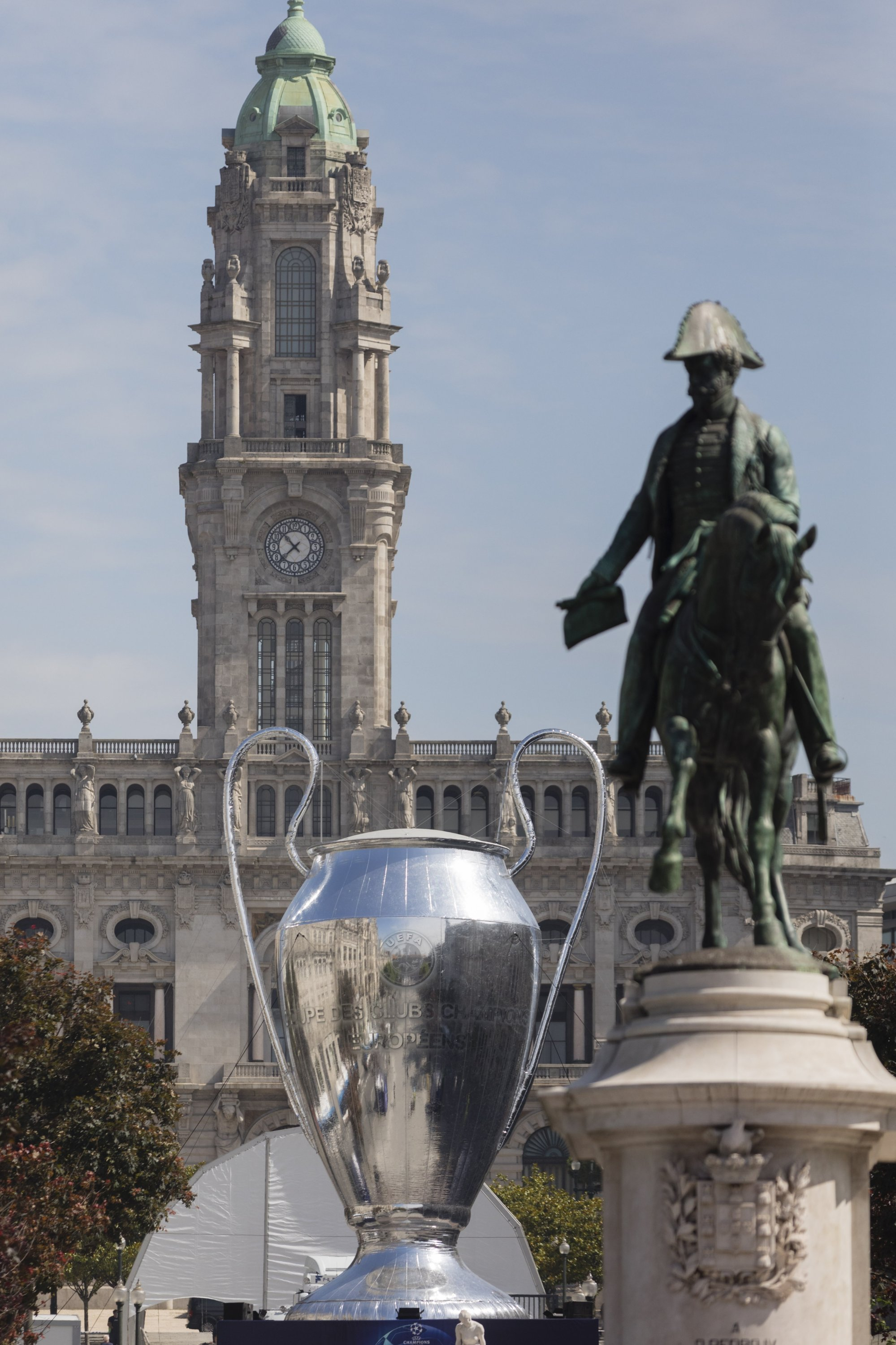 A giant inflatable replica of the UEFA Champions League trophy is placed at Aliados Avenue in Porto, Portugal, May 27, 2021. (EPA Photo)