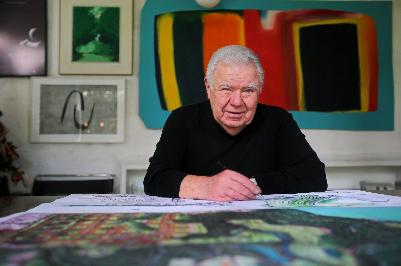 In this file photo, Brazilian former Mayor of Curitiba and former governor of Parana state, architect and urbanist Jaime Lerner, poses during an interview with AFP in Curitiba, Brazil, taken on Nov. 29, 2018. (AFP Photo)
