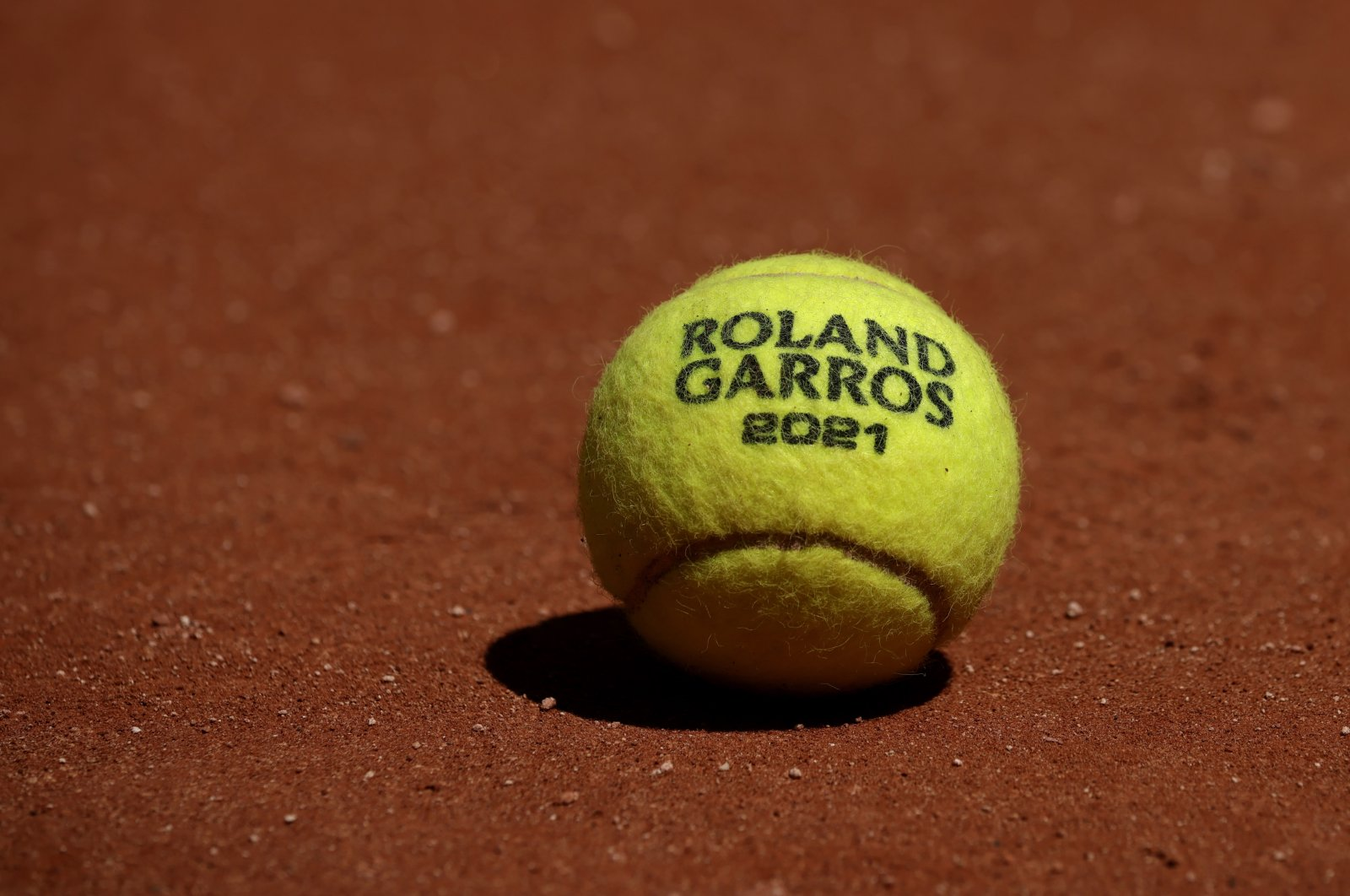 The official 2021 Roland Garros tennis ball during a practice session ahead of the French Open tennis tournament at Roland Garros in Paris, France, May 27, 2021. (EPA Photo)