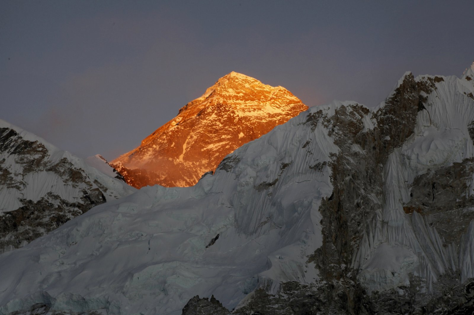 Mount Everest is seen from the way to Kalapatthar in Nepal, Nov. 12, 2015. (AP Photo)